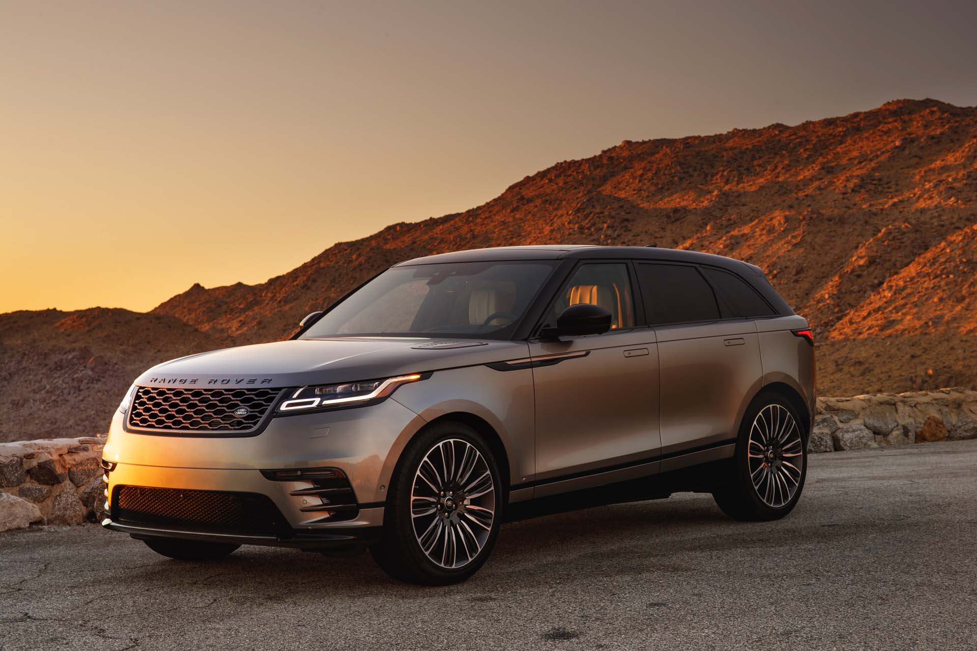 2018 land rover range rover velar review ratings specs prices and photos the car connection. Black Bedroom Furniture Sets. Home Design Ideas
