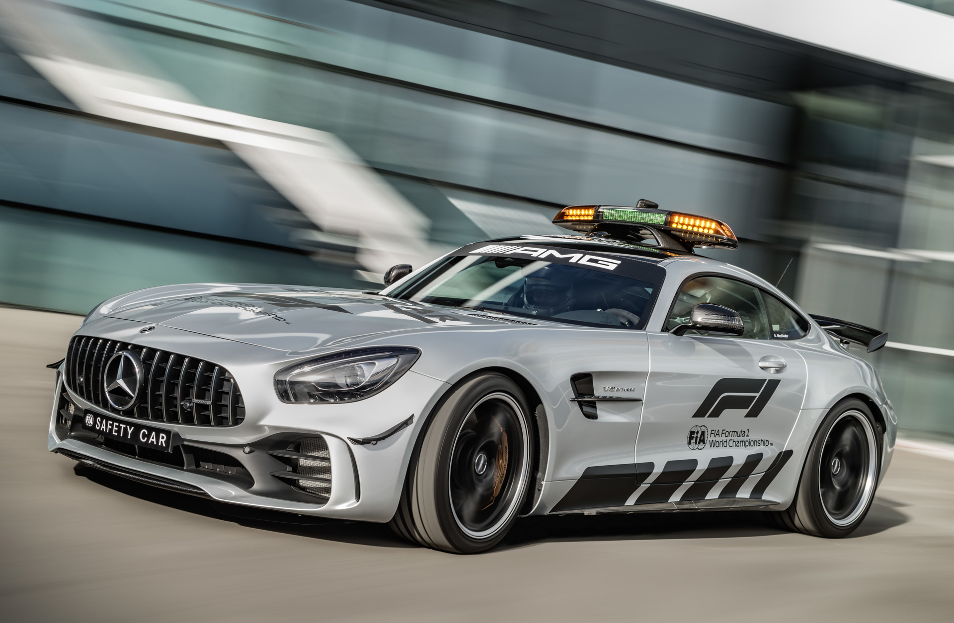 2018 mercedes amg gt r is f1 39 s fastest safety car yet. Black Bedroom Furniture Sets. Home Design Ideas