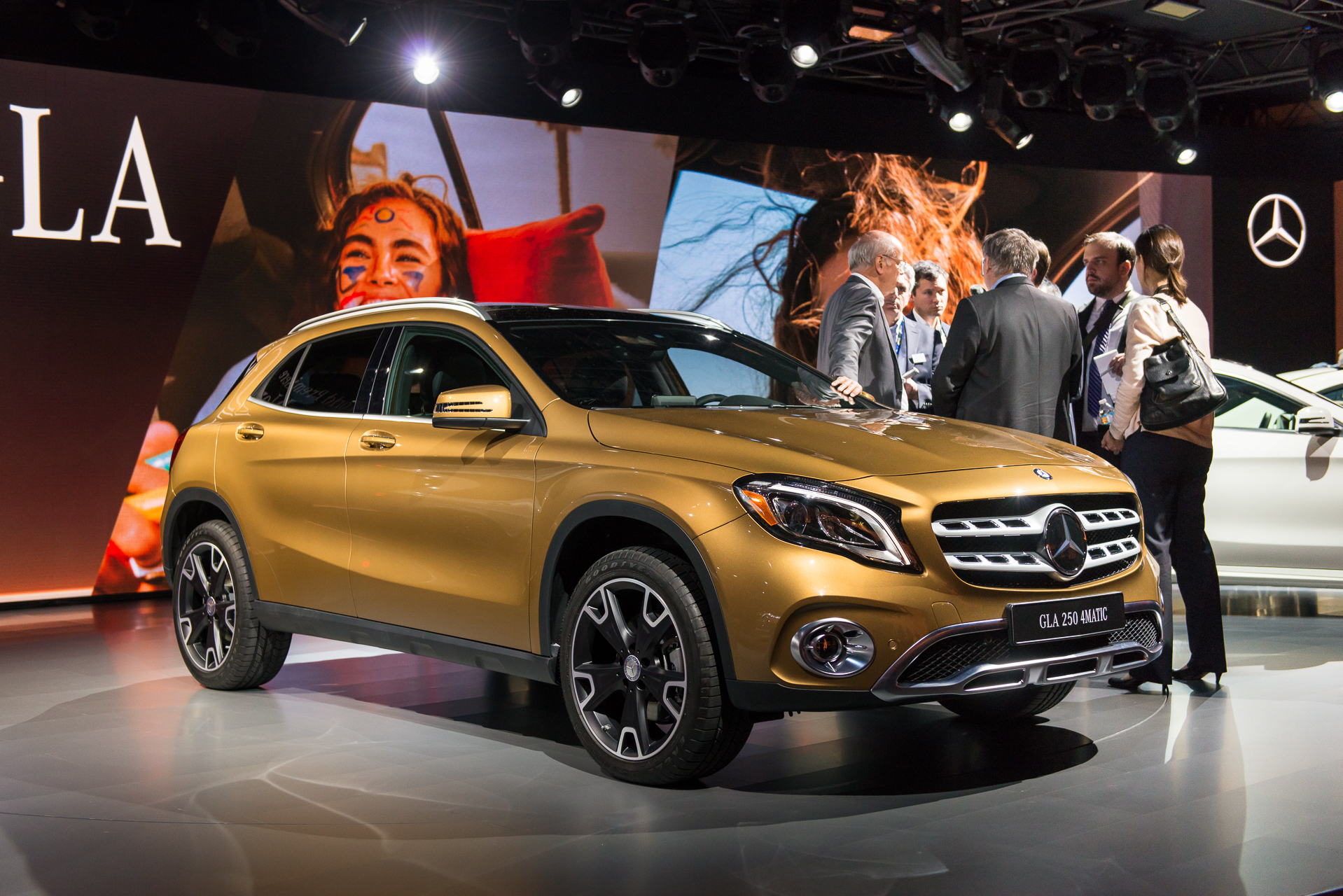 Refreshed MercedesBenz GLA Debuts In Detroit - Mercedes car show 2018