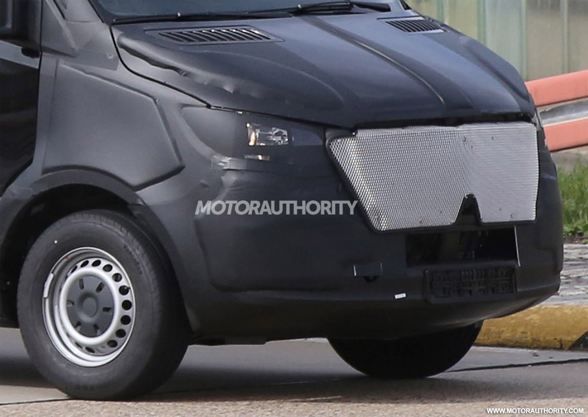 2019 Mercedes-Benz Sprinter spy shots