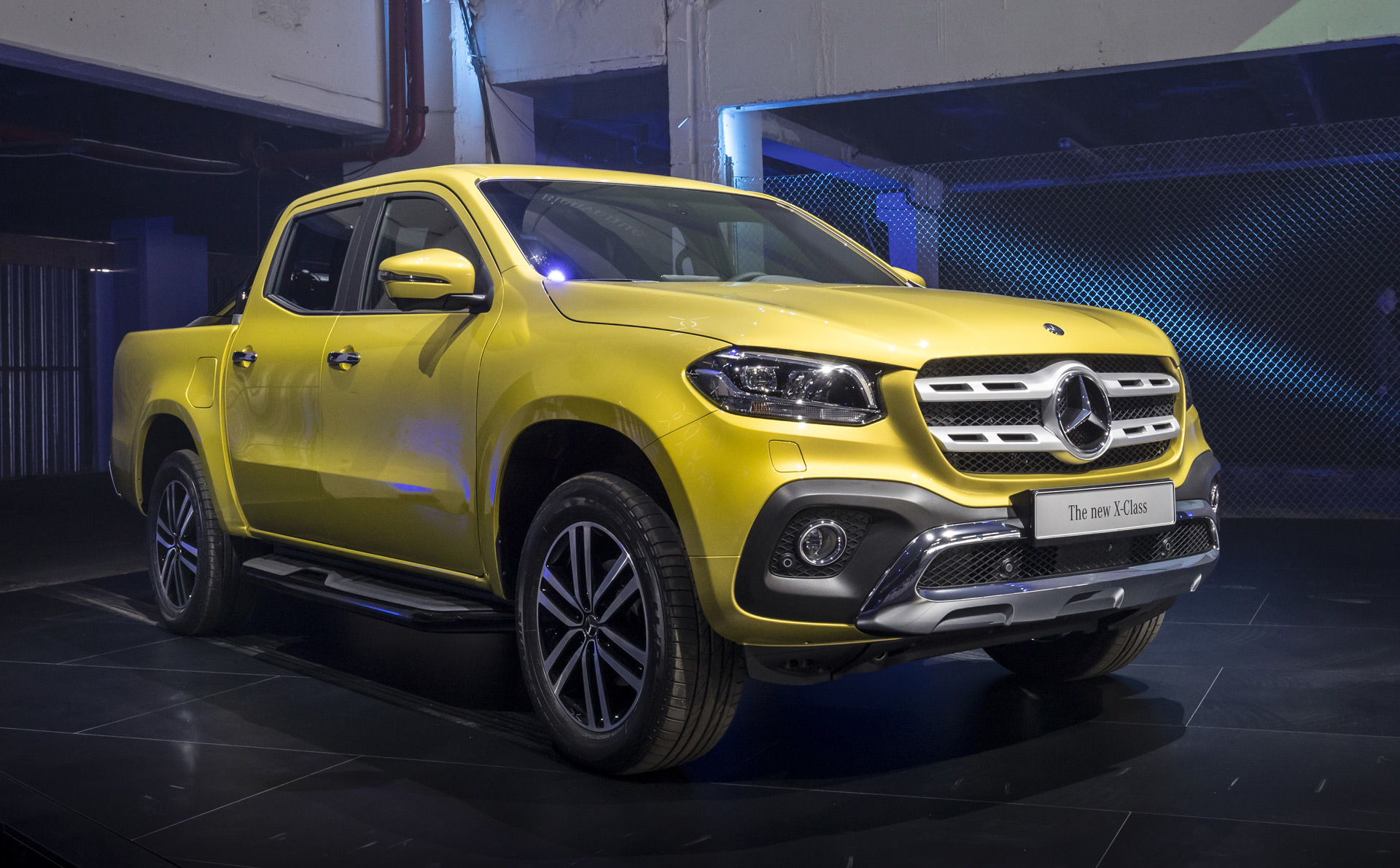 Mercedes benz shows production x class pickup truck still for Mercedes benz trucks