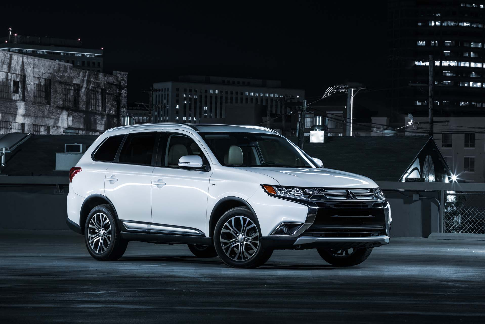 2018 mitsubishi outlander review ratings specs prices and photos the car connection. Black Bedroom Furniture Sets. Home Design Ideas