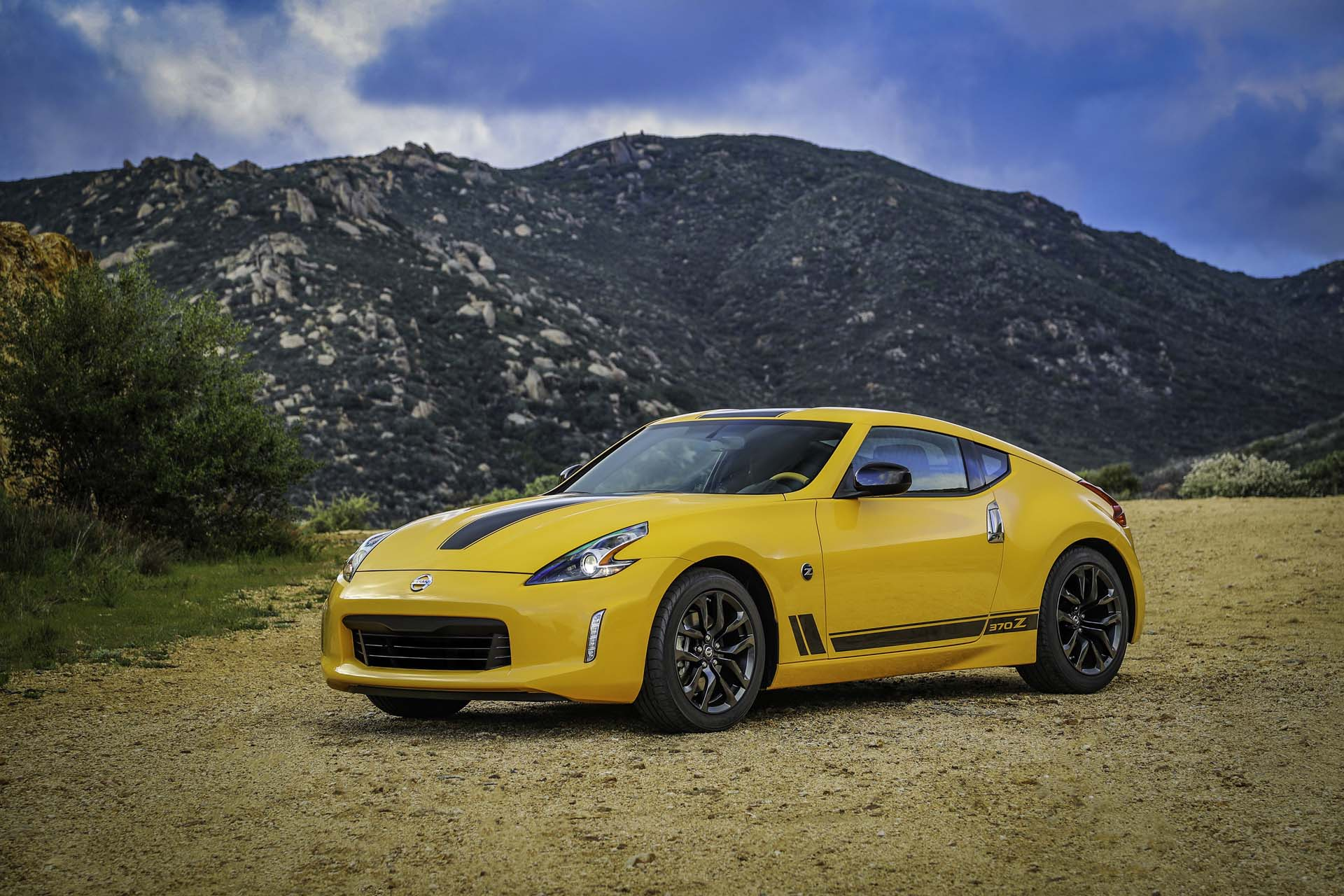 new and used nissan 370z prices photos reviews specs the car connection. Black Bedroom Furniture Sets. Home Design Ideas