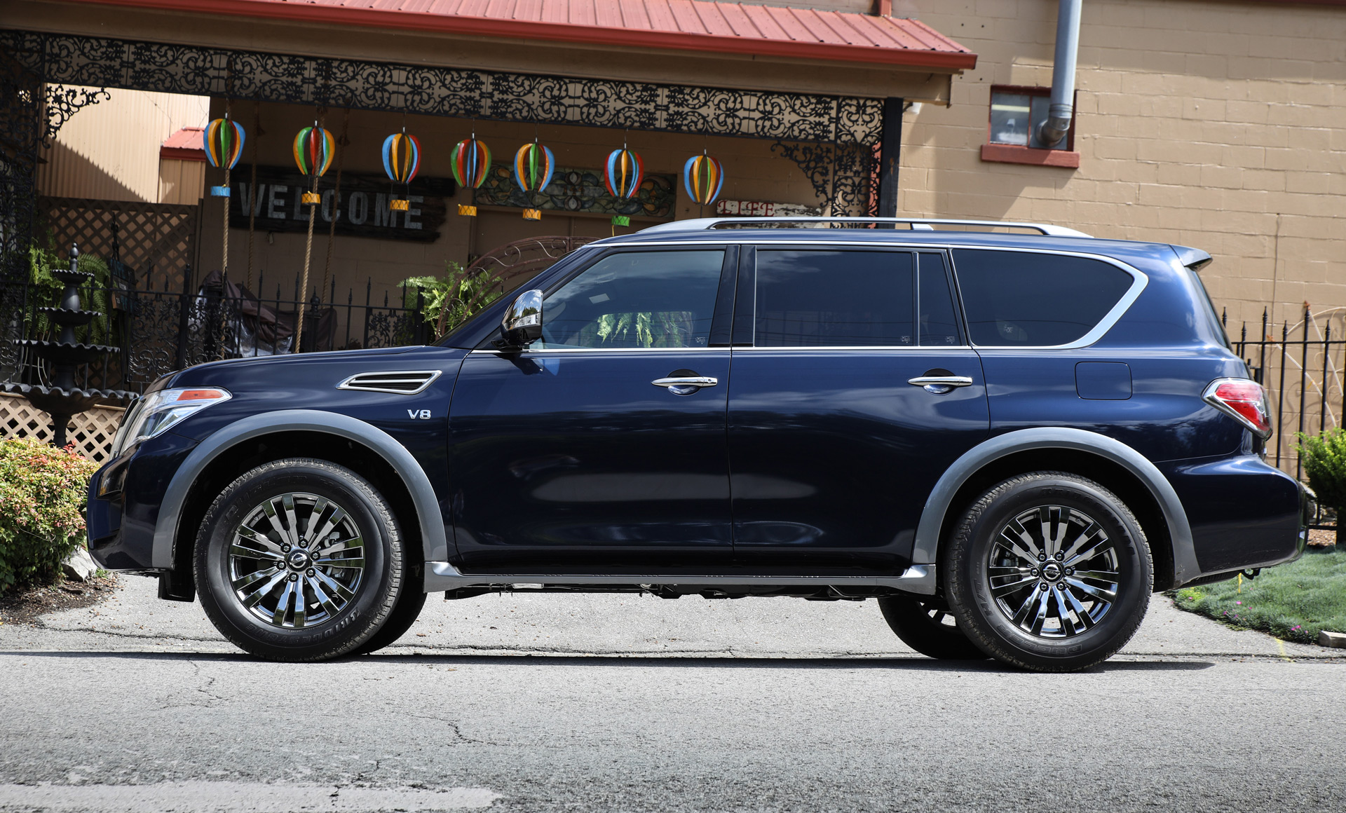 luxo loaded 2018 nissan armada platinum reserve debuts with interior upgrades. Black Bedroom Furniture Sets. Home Design Ideas
