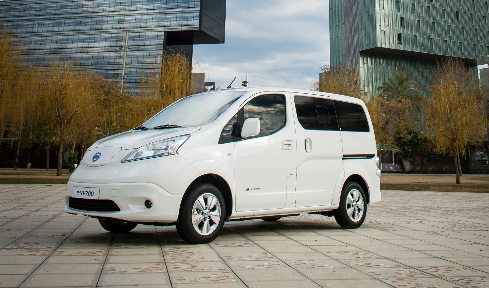 Nissan E Nv200 Electric Van Gets Longer Range Battery Still No U S Plans