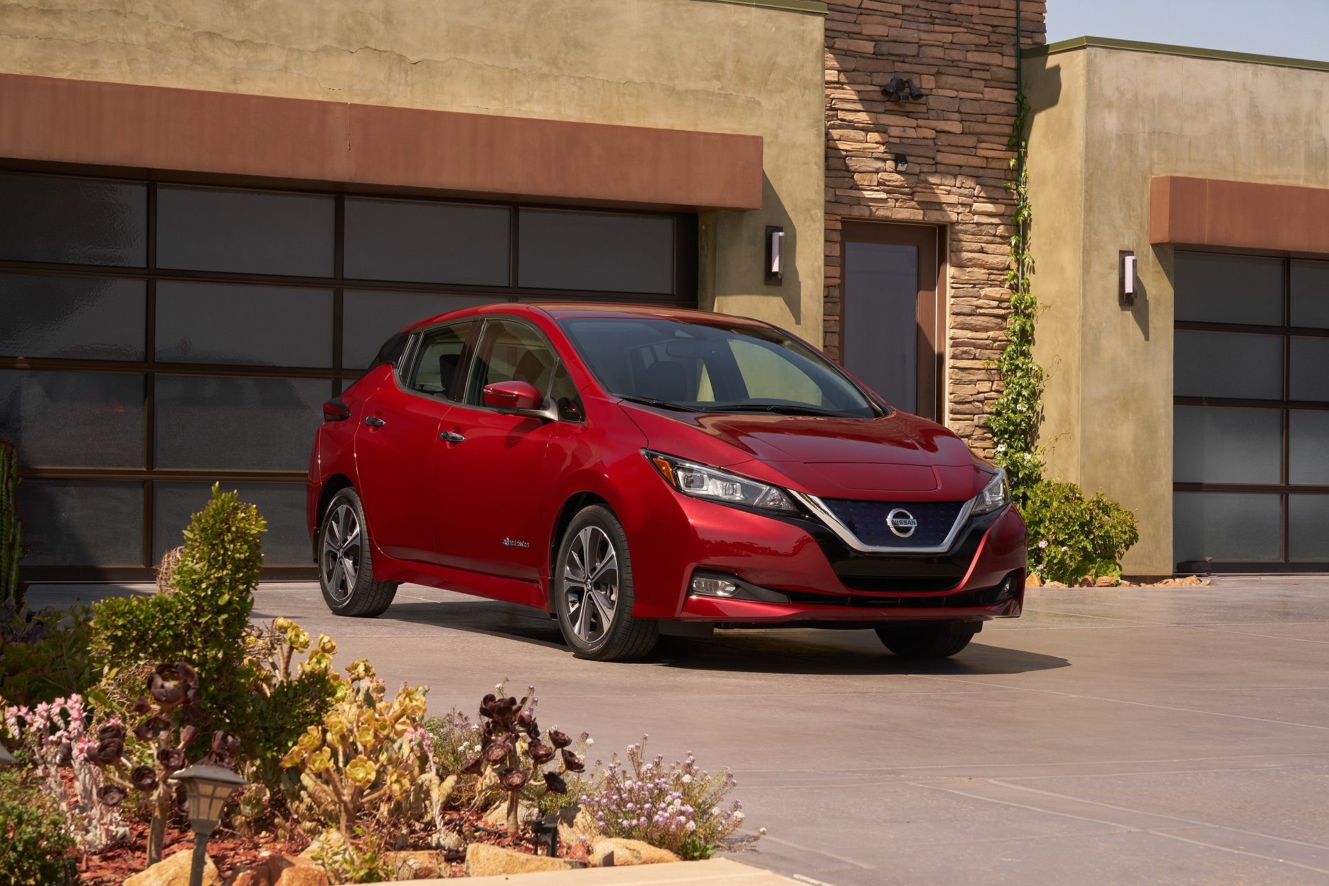 2018 Nissan Leaf vs Chevrolet Bolt EV: new electric cars compared