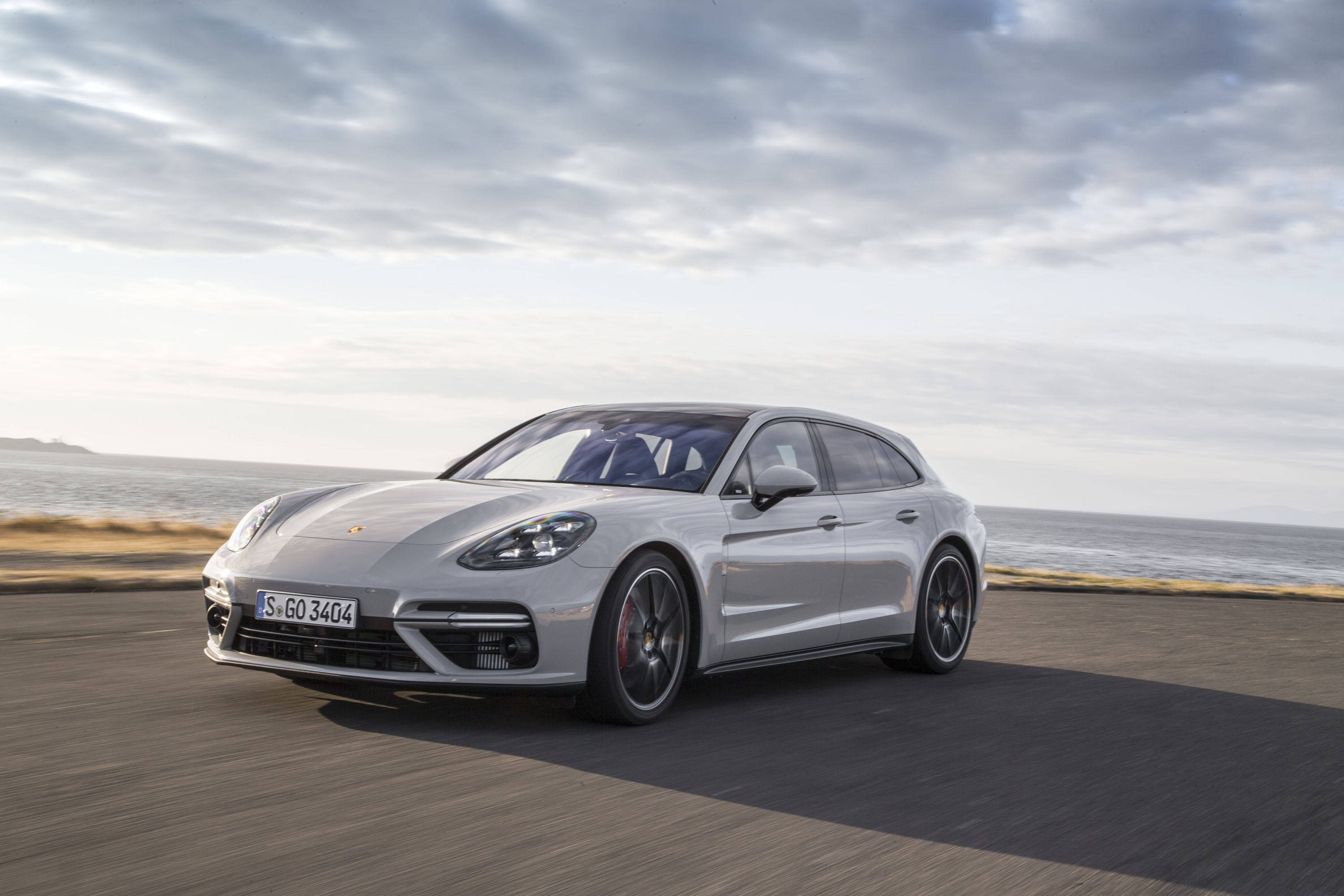 new and used porsche panamera prices photos reviews. Black Bedroom Furniture Sets. Home Design Ideas