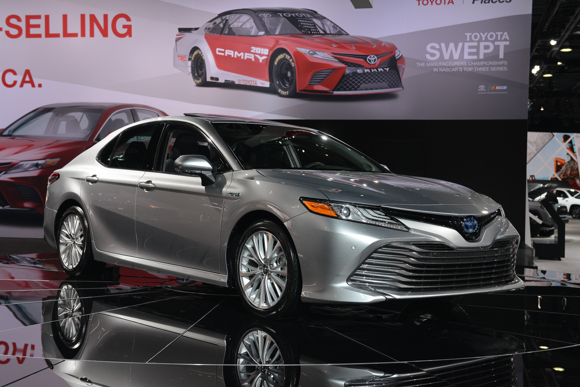 2018 Toyota Camry Hybrid: two different battery packs ...