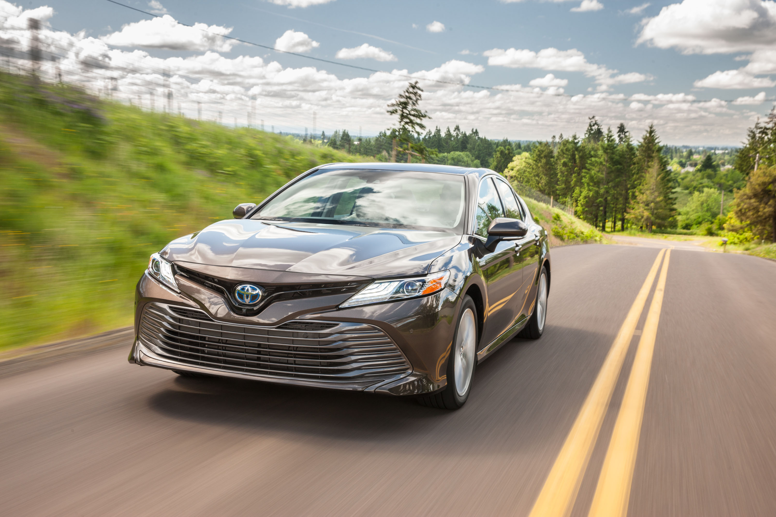 2018 Toyota Camry XLE Hybrid road-trip review: a case for ...