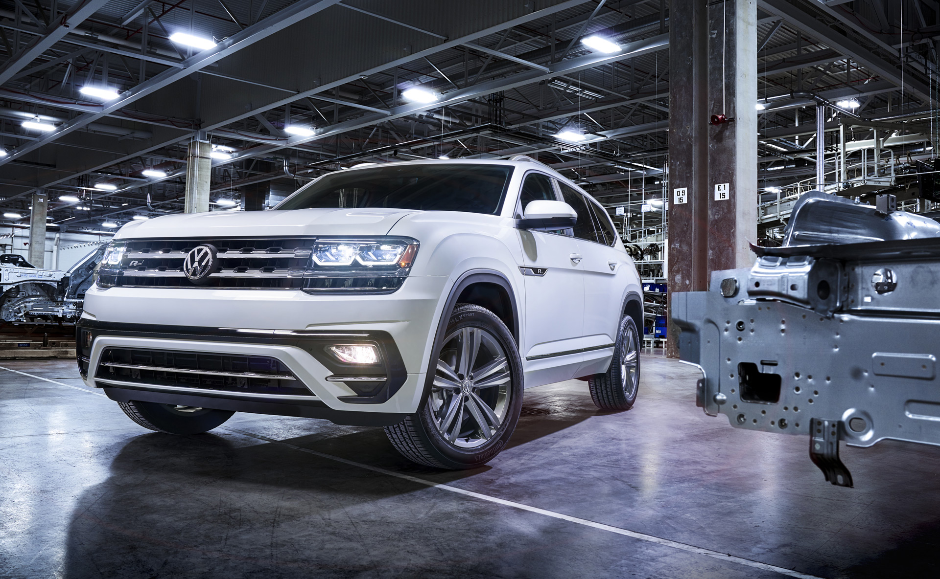 volkswagen atlas  sporty   treatment