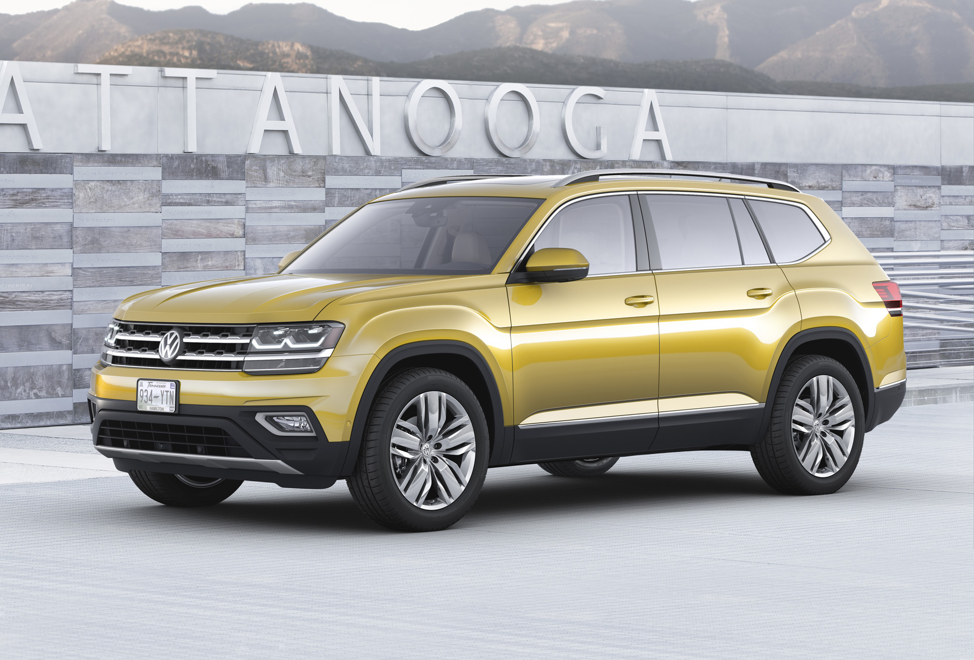2018 Volkswagen Atlas 7 Seat Suv Unveiled Plug In Hybrid Coming But When