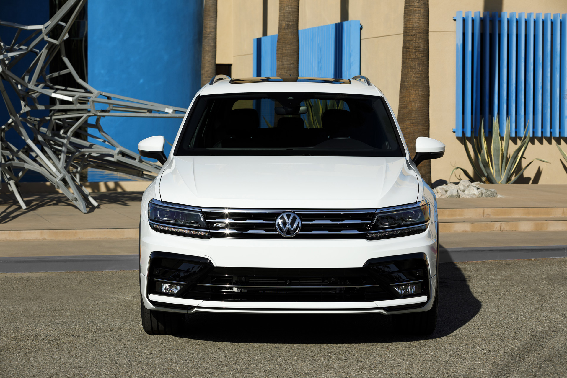 2018 volkswagen tiguan r line adds style and spice for a. Black Bedroom Furniture Sets. Home Design Ideas