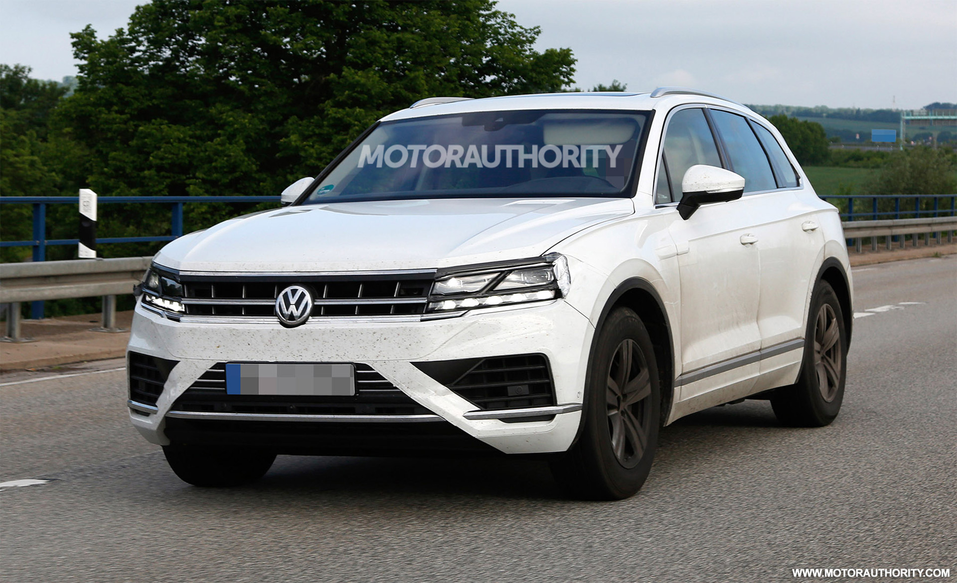 2018 volkswagen touareg spy shots. Black Bedroom Furniture Sets. Home Design Ideas