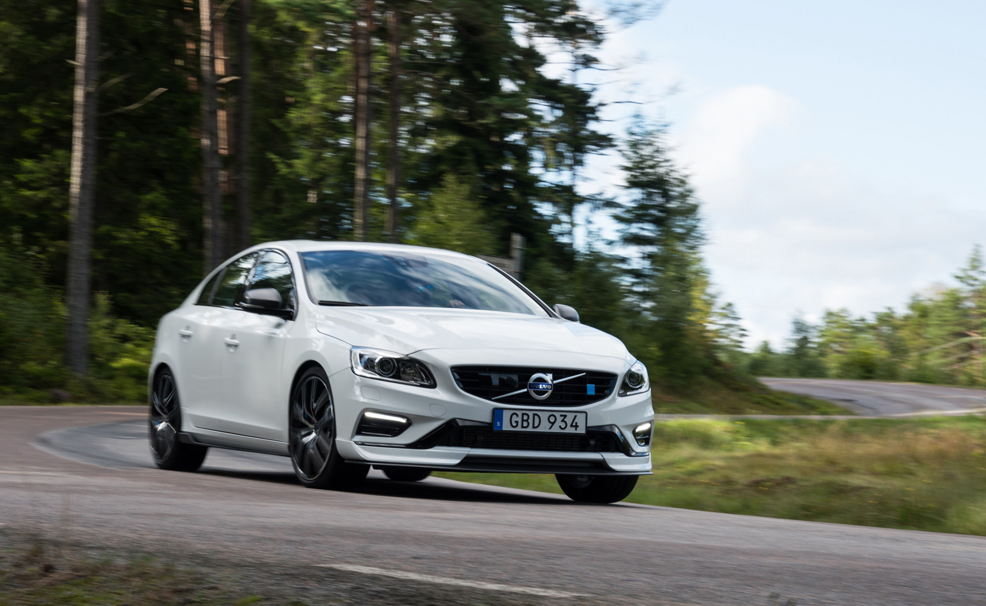 2018 Volvo S60 and V60 Polestar get carbon fiber aero upgrades