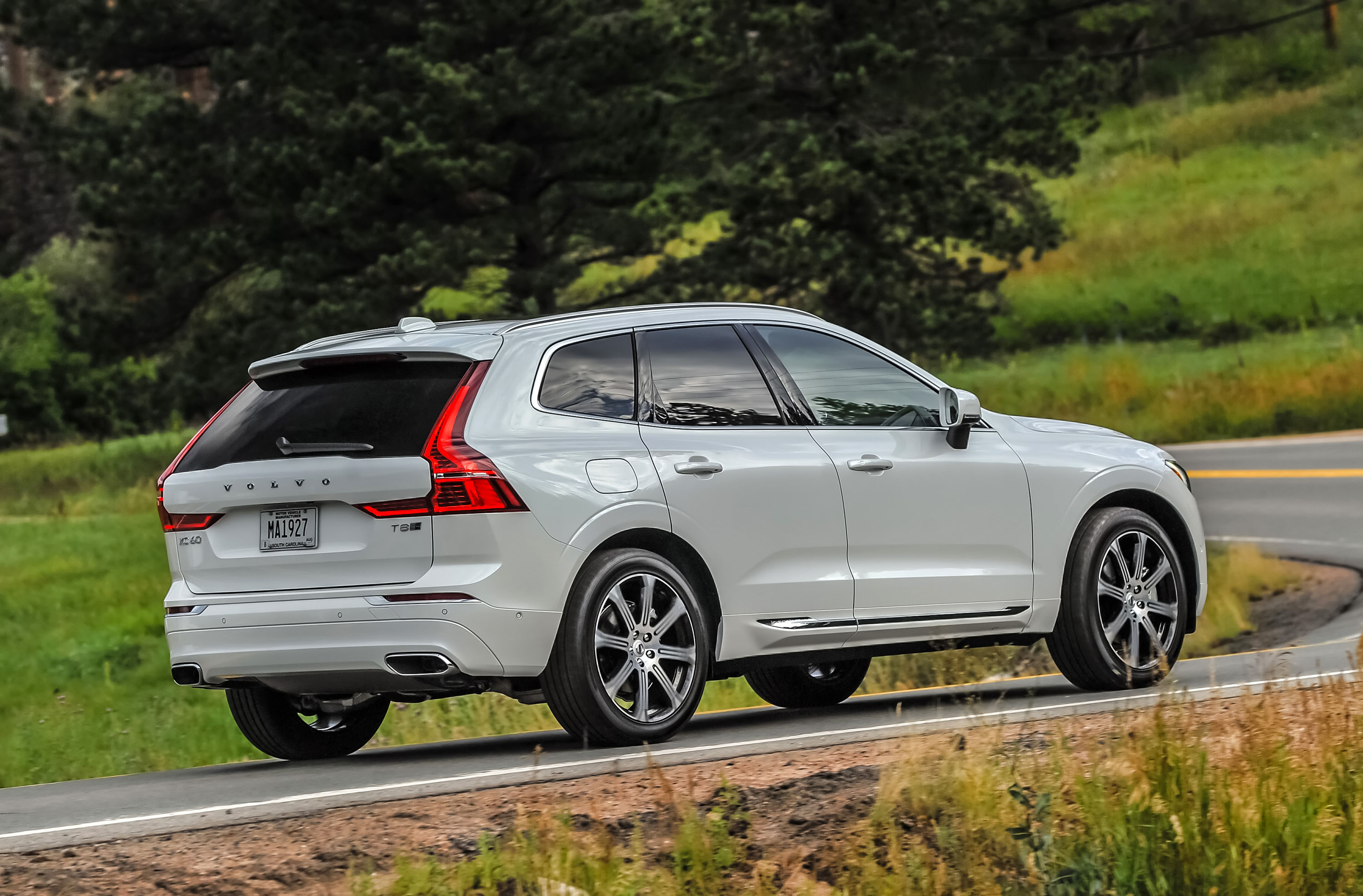 2018 volvo xc60 t8 first drive review the accidental performance crossover. Black Bedroom Furniture Sets. Home Design Ideas