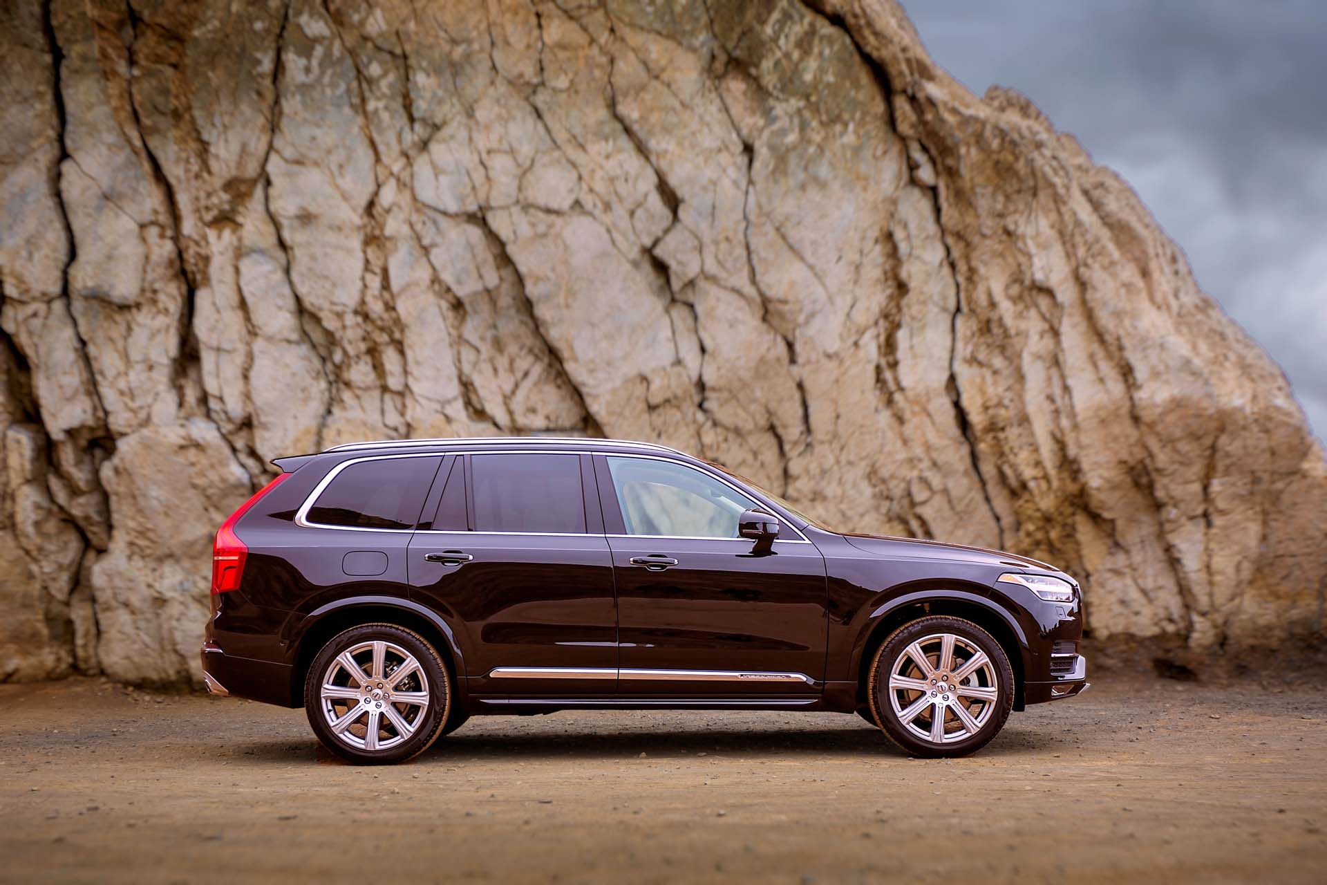 new and used volvo xc90 prices photos reviews specs. Black Bedroom Furniture Sets. Home Design Ideas