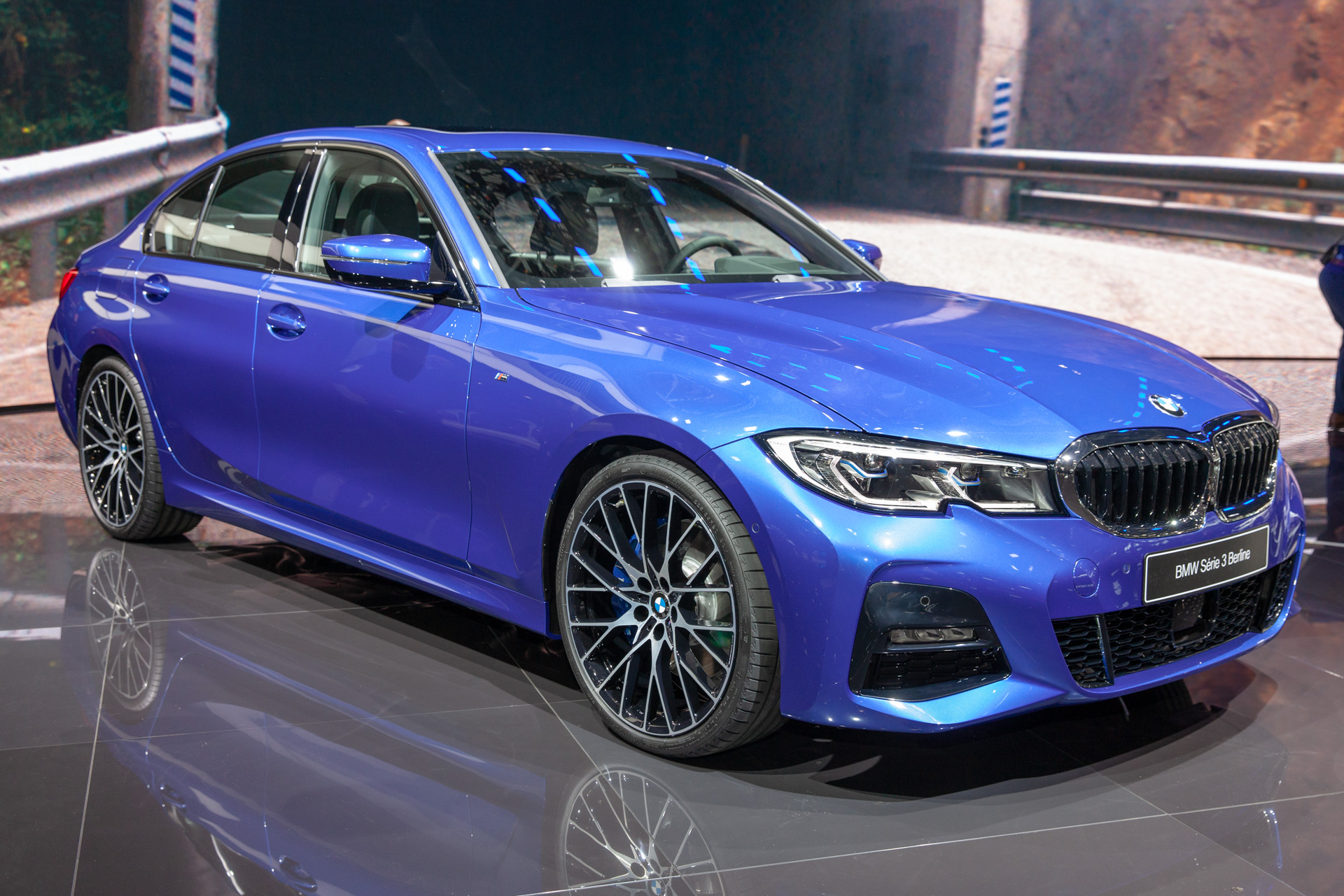 2019 bmw 3 series revealed in paris with updated tech engines no manual. Black Bedroom Furniture Sets. Home Design Ideas