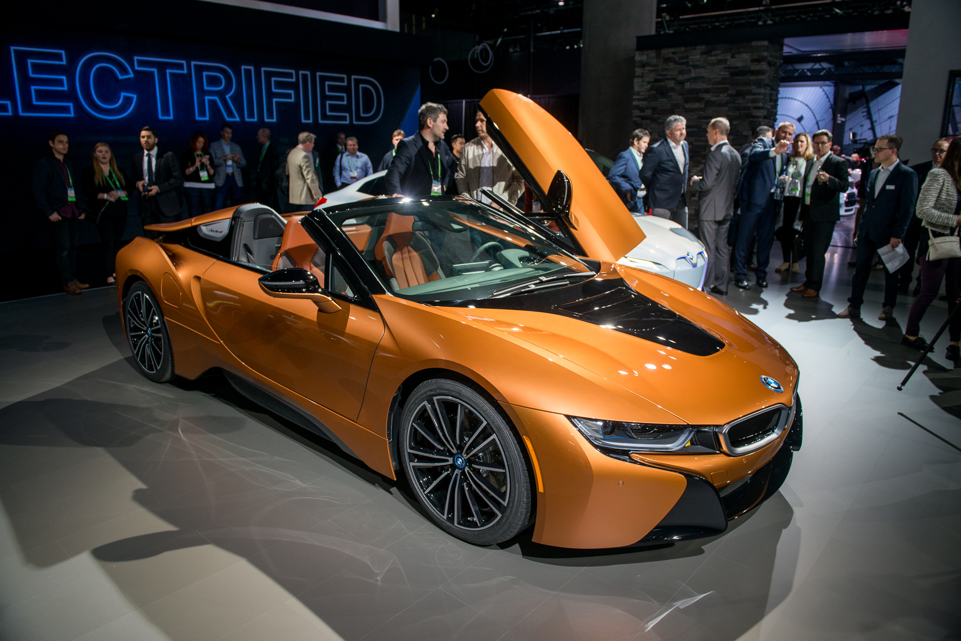 2019 Bmw I8 Larger Battery More Range Plus New Roadster Priced From 164 295