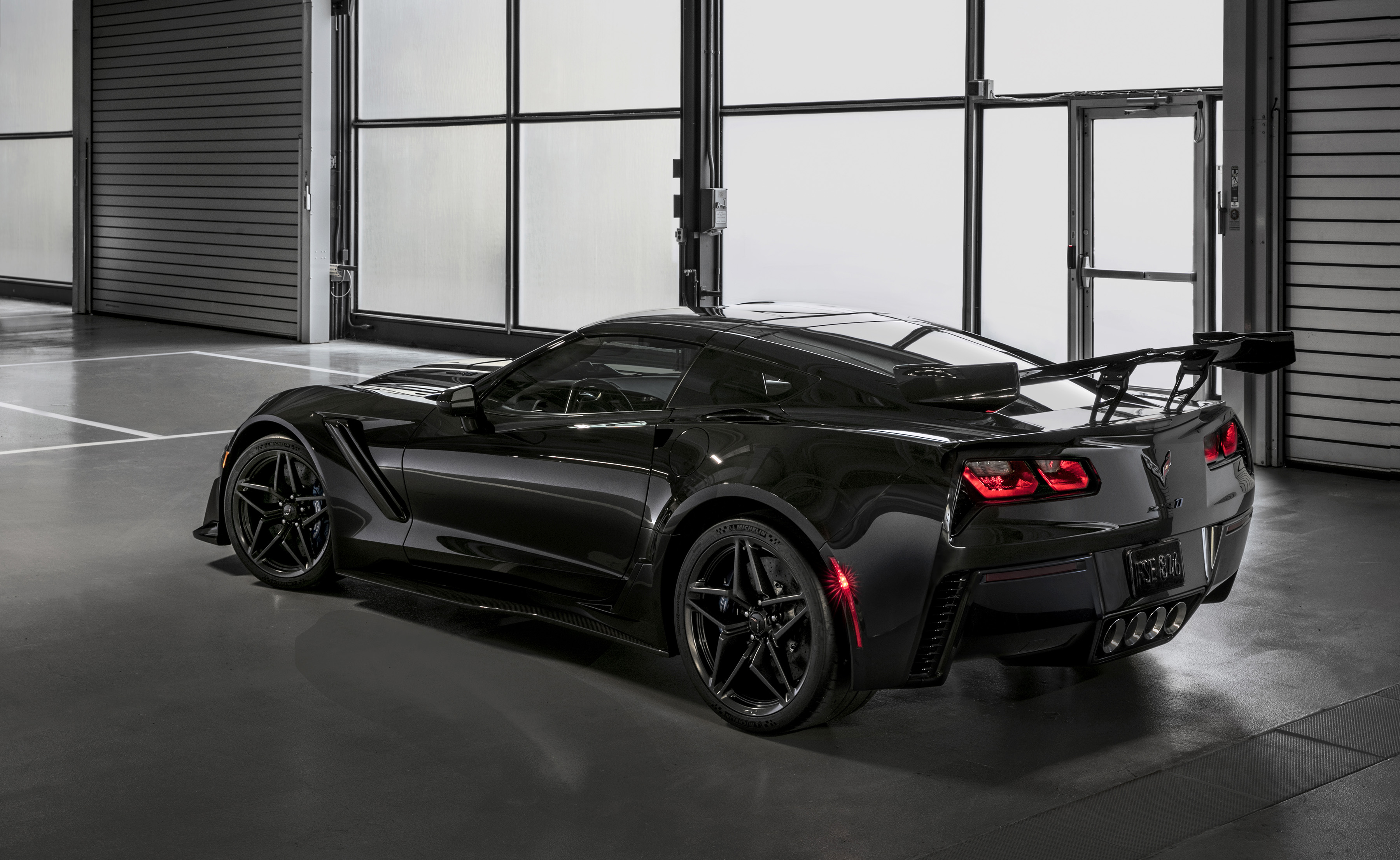 2019 Zr1 Black >> Pair Of Corvettes Including First 2019 Zr1 Fetches 2 3m At Auction