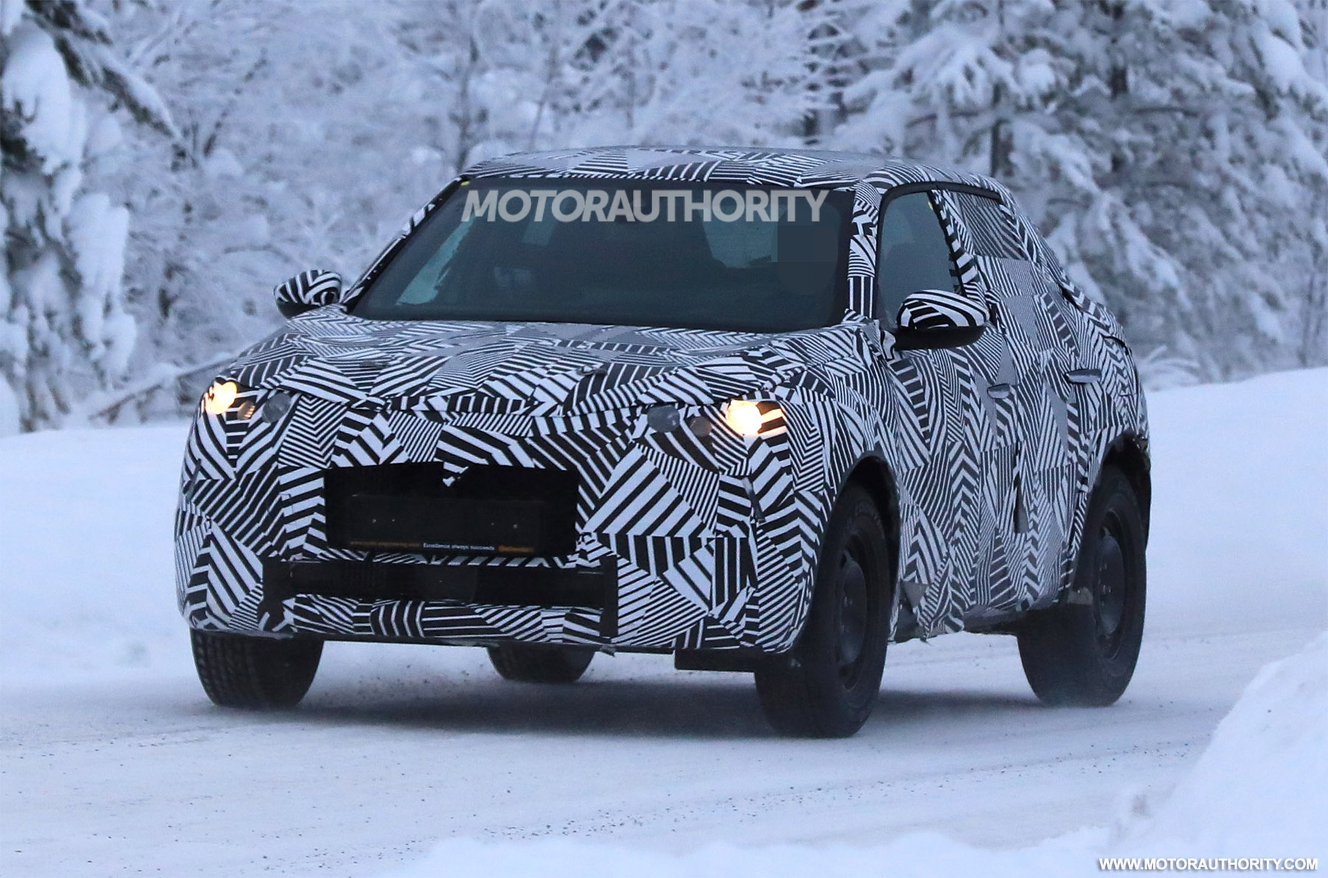 2019 DS 3 Crossback spy shots