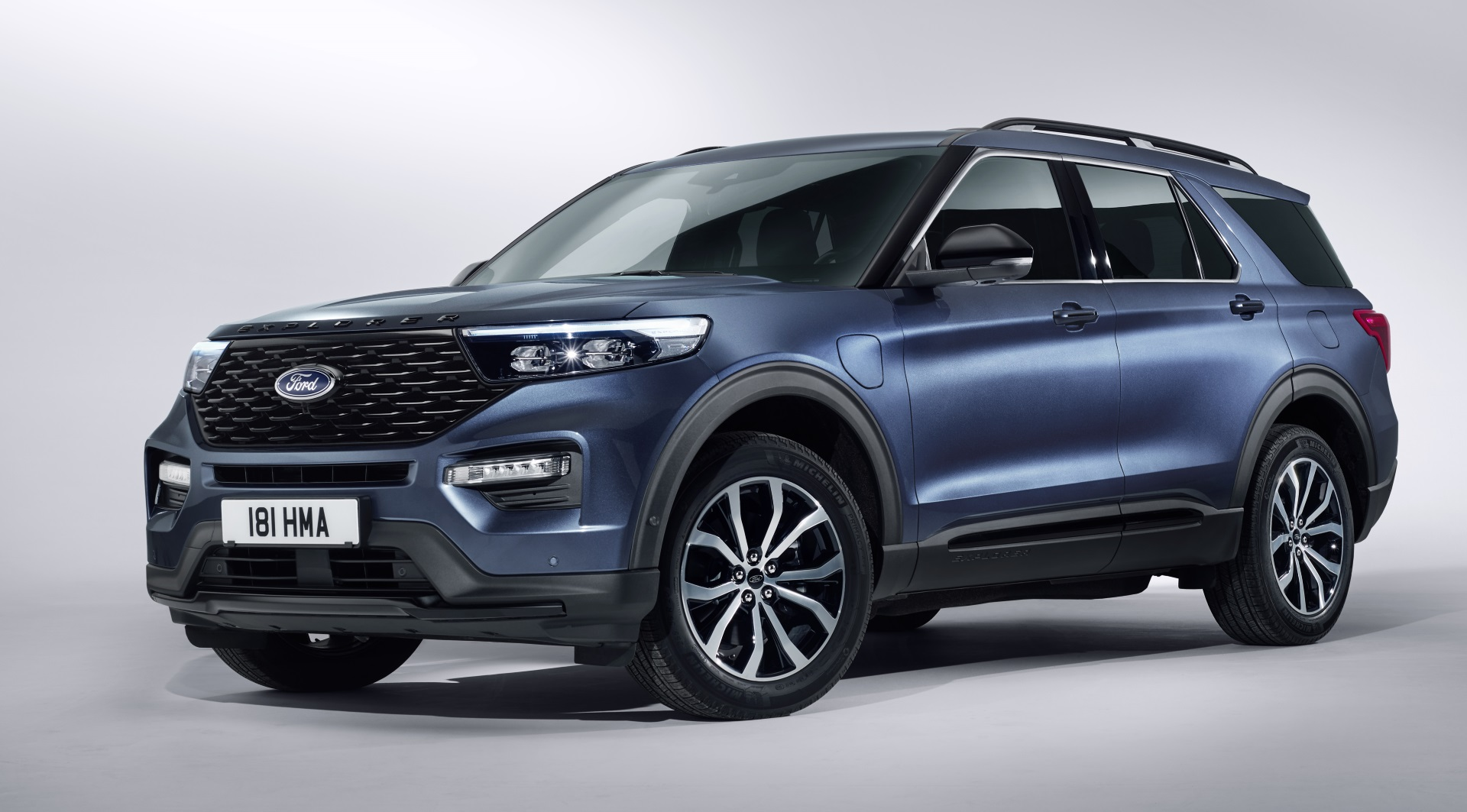 ford explorer plug  hybrid released  europe