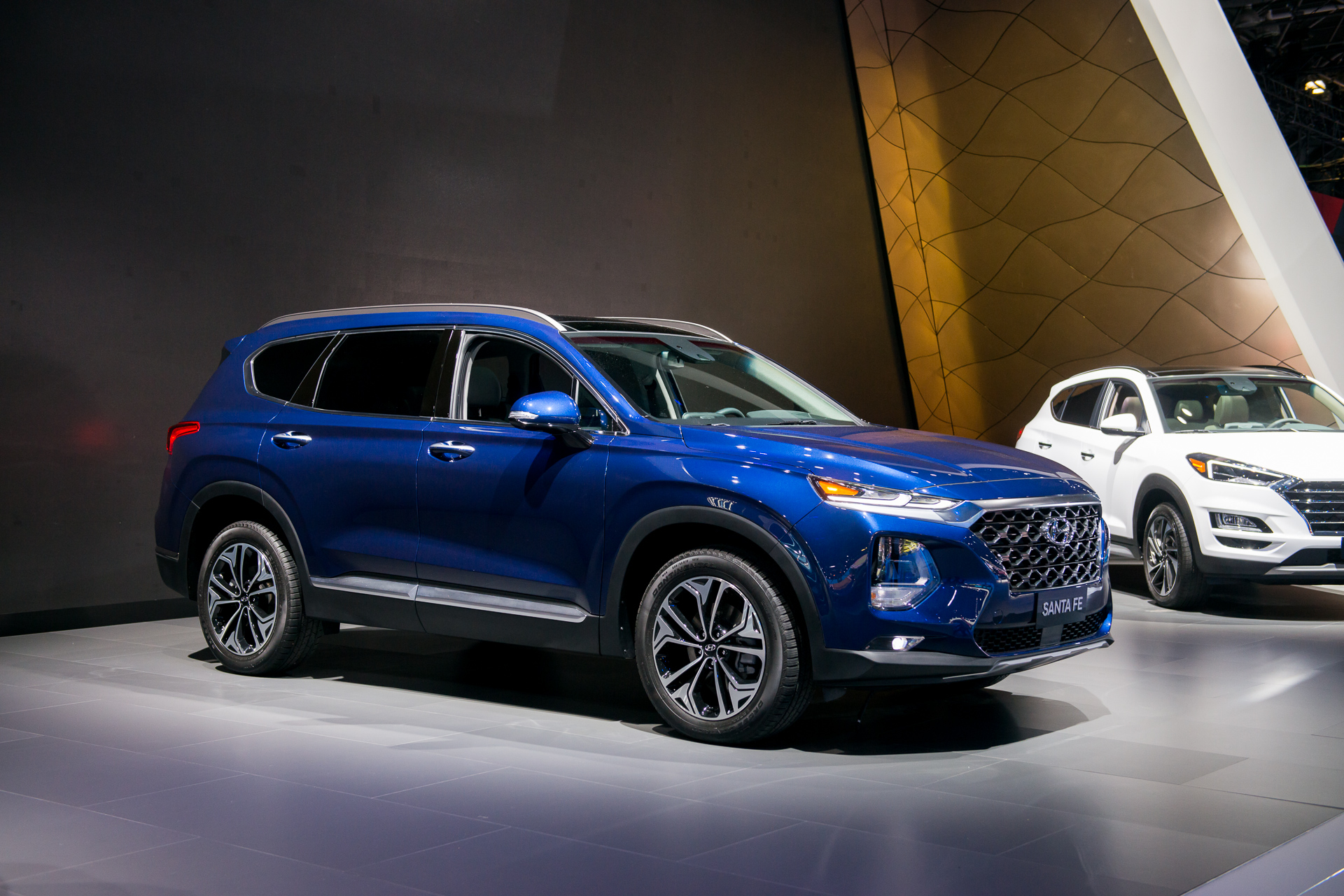 2019 Hyundai Santa Fe Launched With Diesel Hybrid Plug In Hybrid