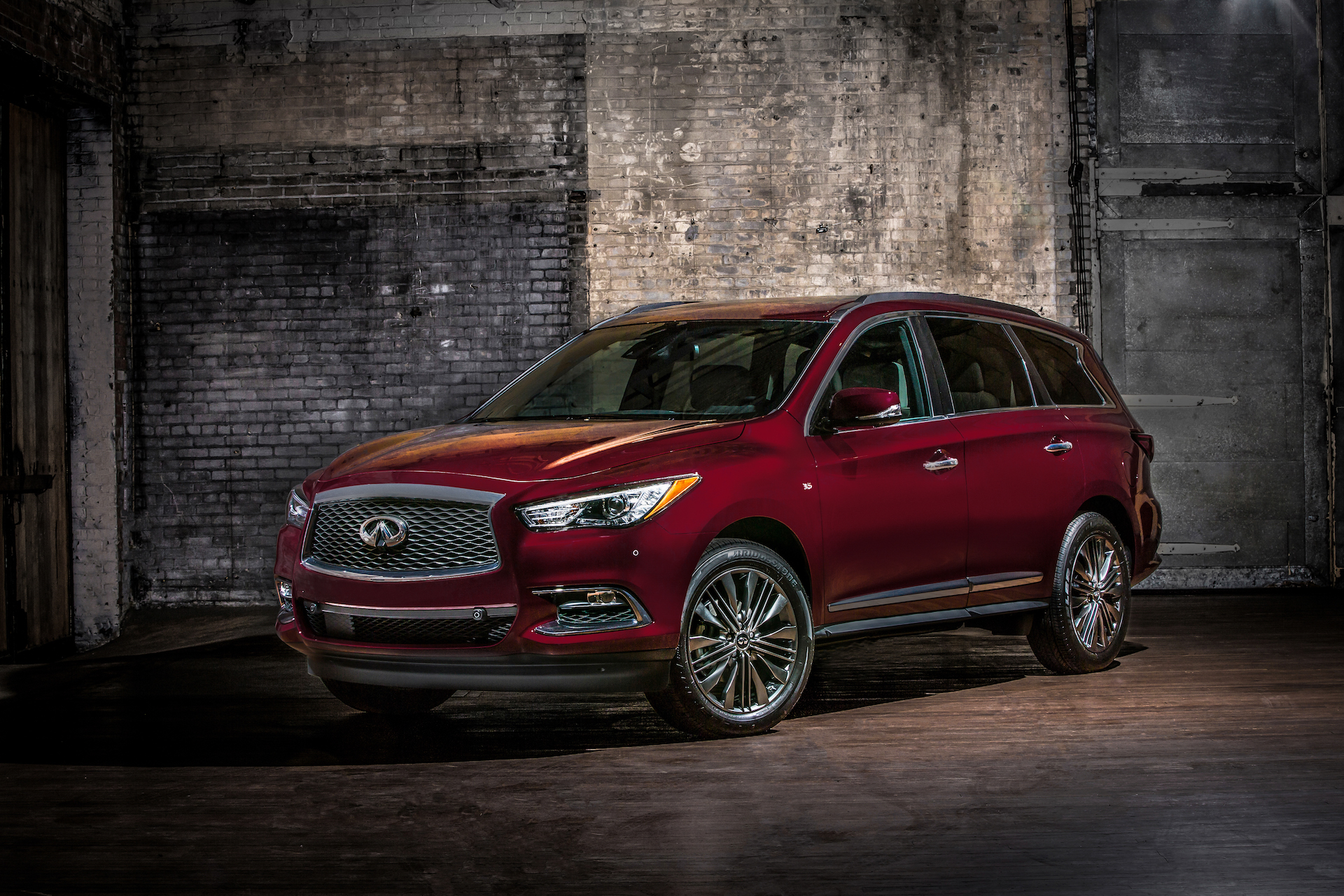 Infiniti puts on tuxedo dresses up QX60 QX80 with Limited package
