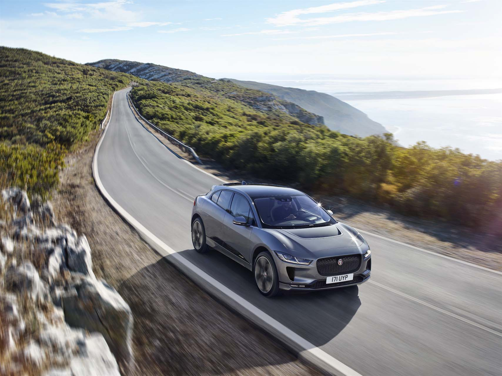 2019 Jaguar I-Pace electric crossover debuts in production ...