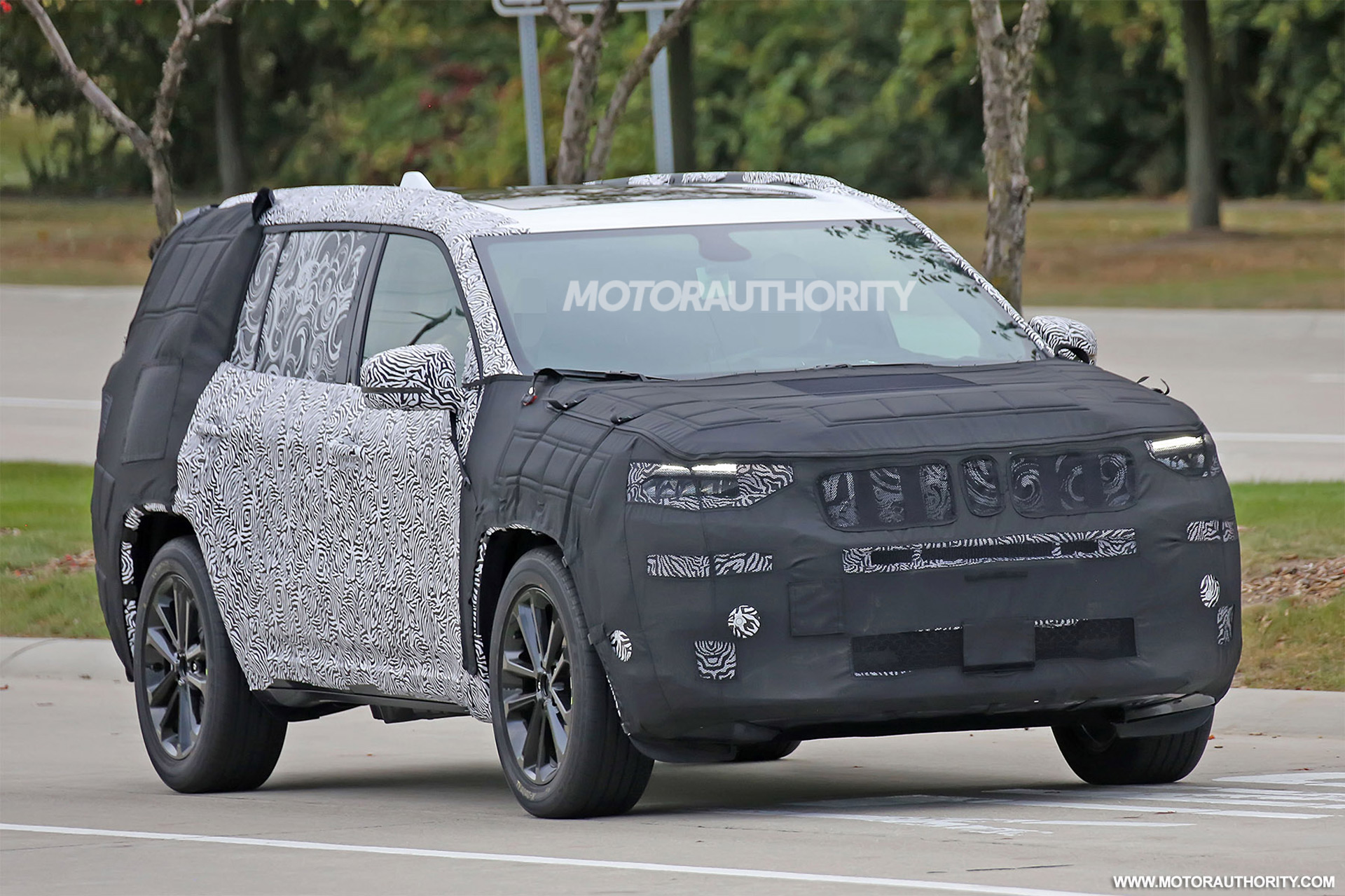 3rd Row Jeep Cherokee >> 2019 Jeep 3-row SUV (Yuntu) spy shots