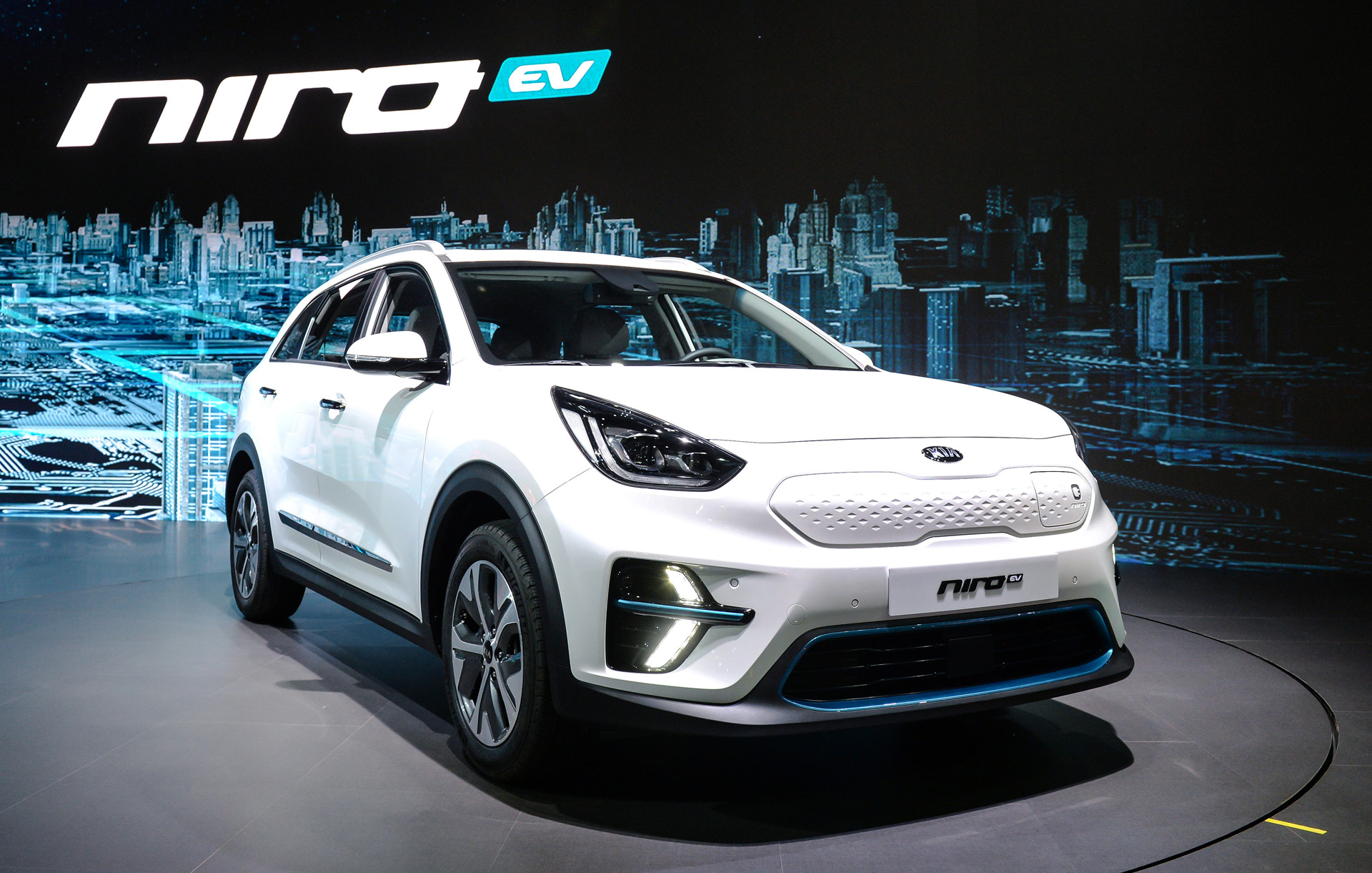 2019 kia niro ev debuts with 210 horsepower 280 miles of range. Black Bedroom Furniture Sets. Home Design Ideas
