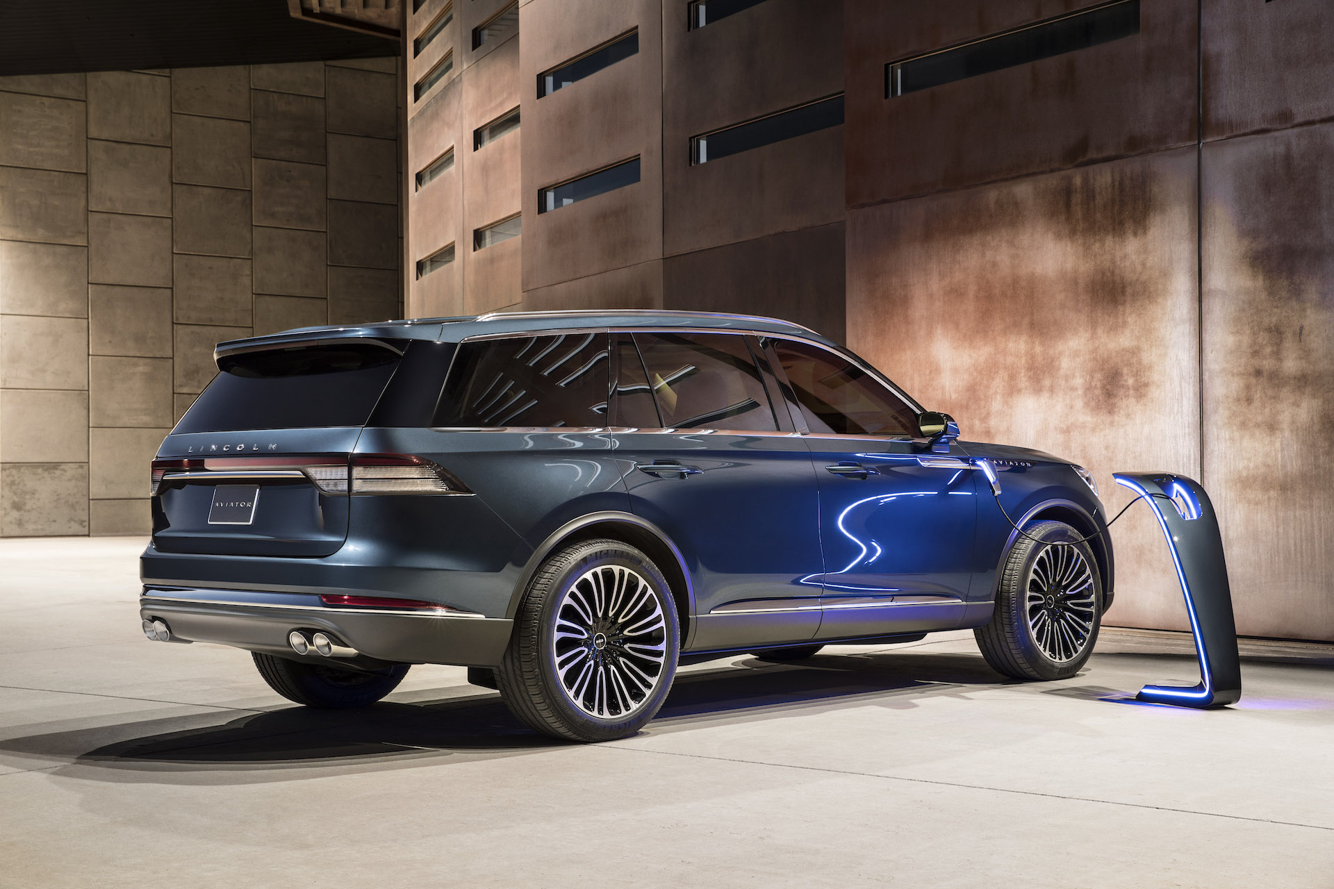 2019 Lincoln Aviator Review Ratings Specs Prices And Photos The Car Connection