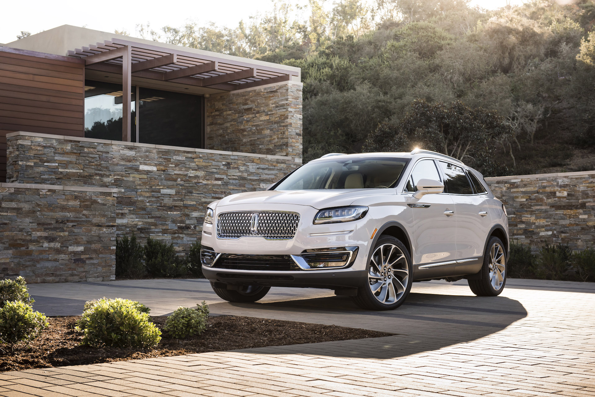 2019 Lincoln Nautilus Review Ratings Specs Prices And Photos The Car Connection