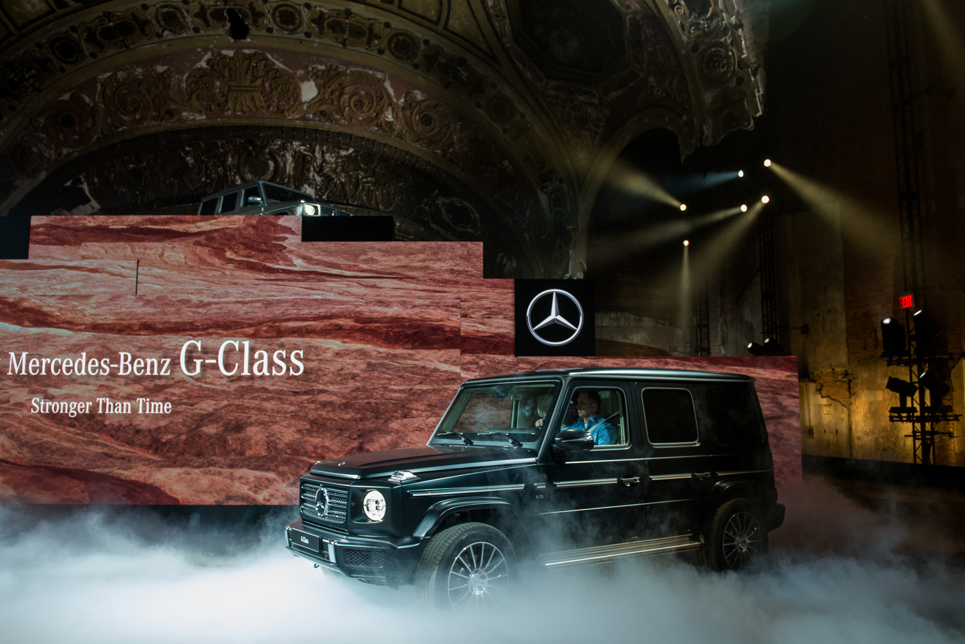toyota and apple, 2019 mercedes g-class, toyota avalon hybrid