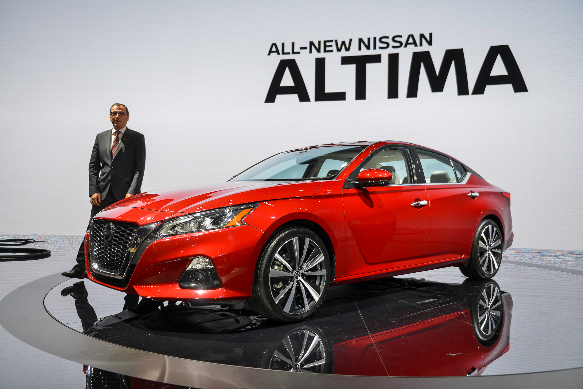 2019 nissan altima video first look 2018 new york auto show. Black Bedroom Furniture Sets. Home Design Ideas