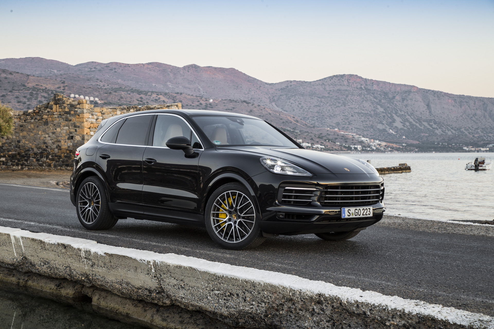 Porsche Cayenne Driven Ferrari Fxx K Evo Confirmed Amg
