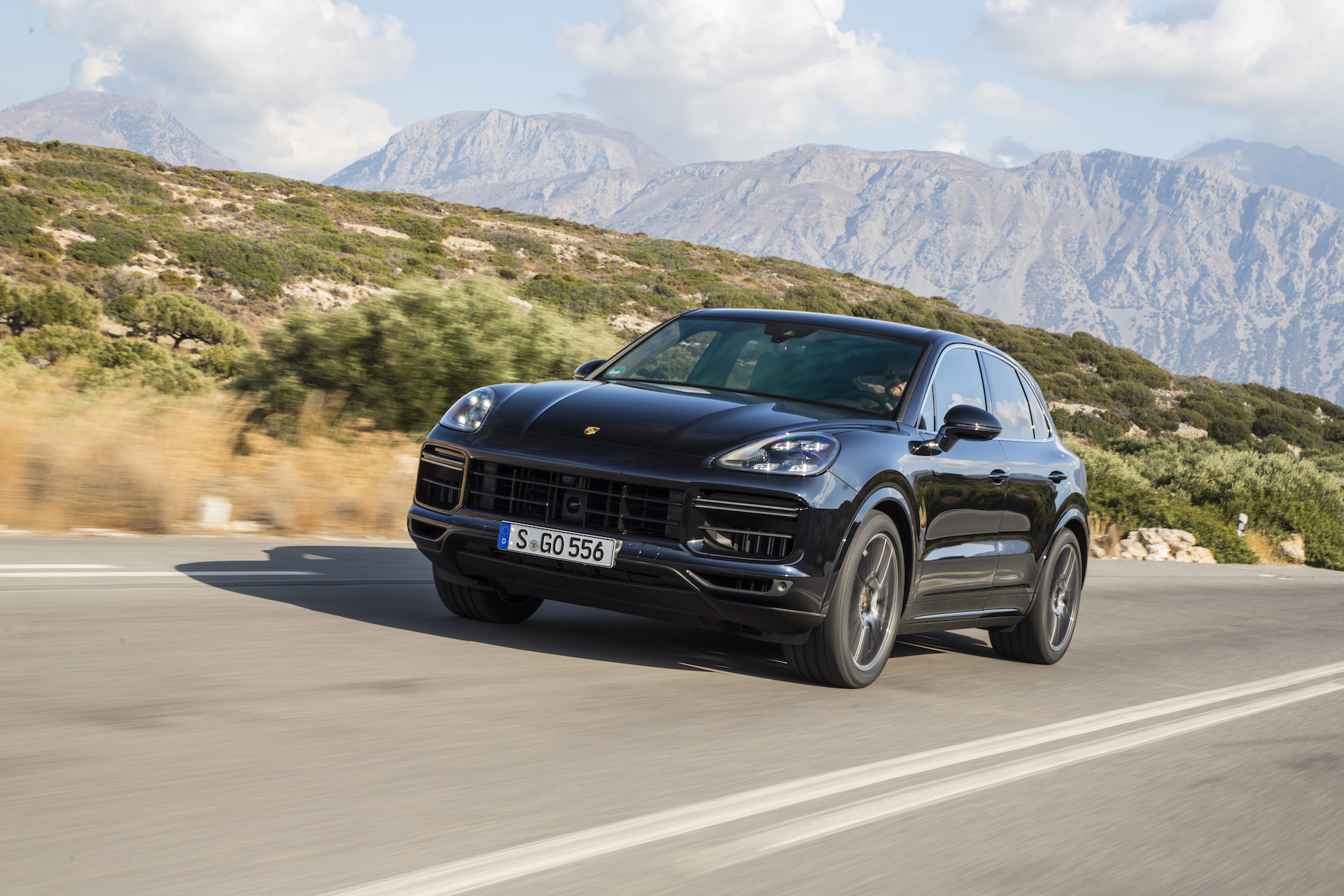 new and used porsche cayenne prices photos reviews specs the car connection. Black Bedroom Furniture Sets. Home Design Ideas