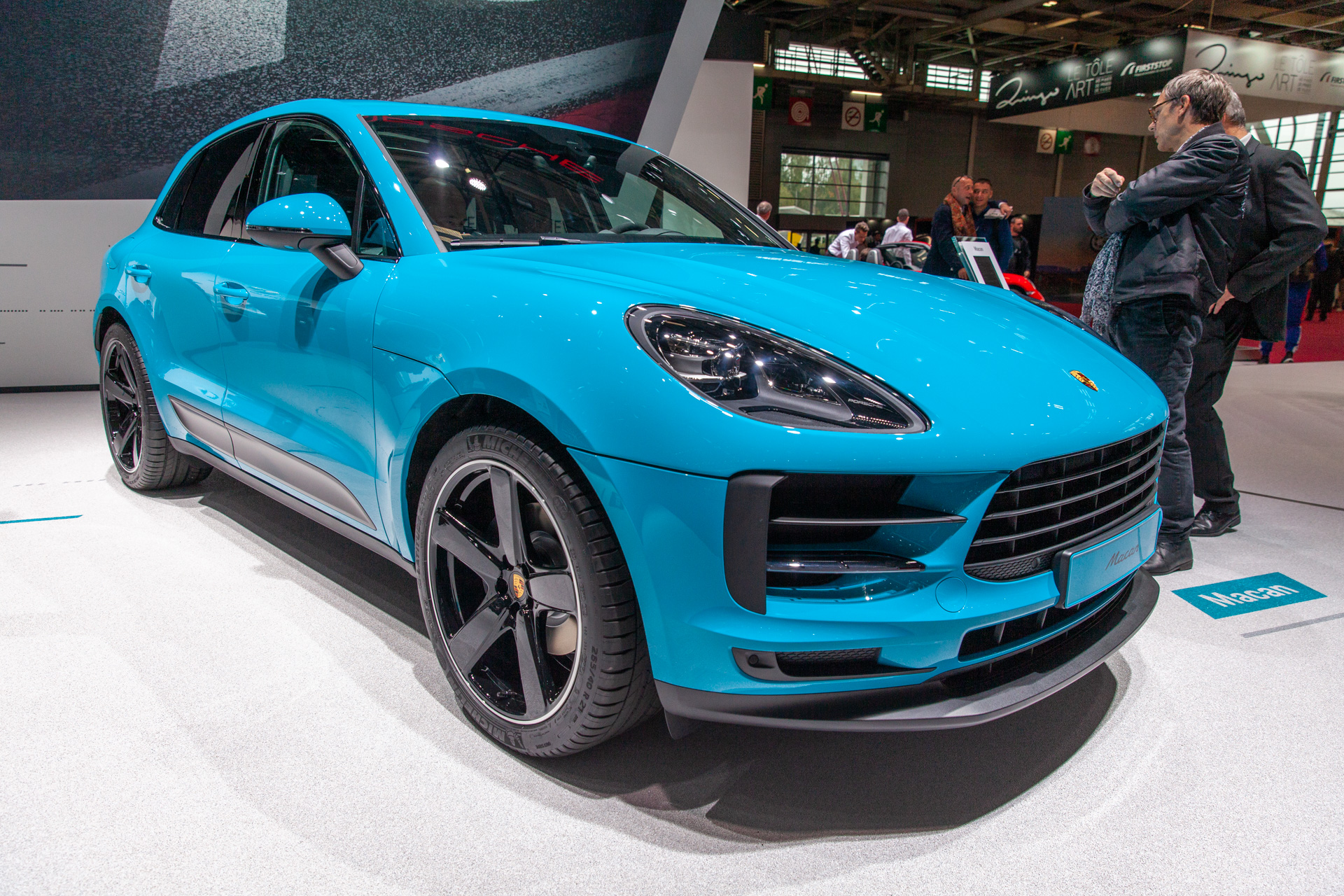 2019 porsche macan brings new look to 2018 paris auto show. Black Bedroom Furniture Sets. Home Design Ideas