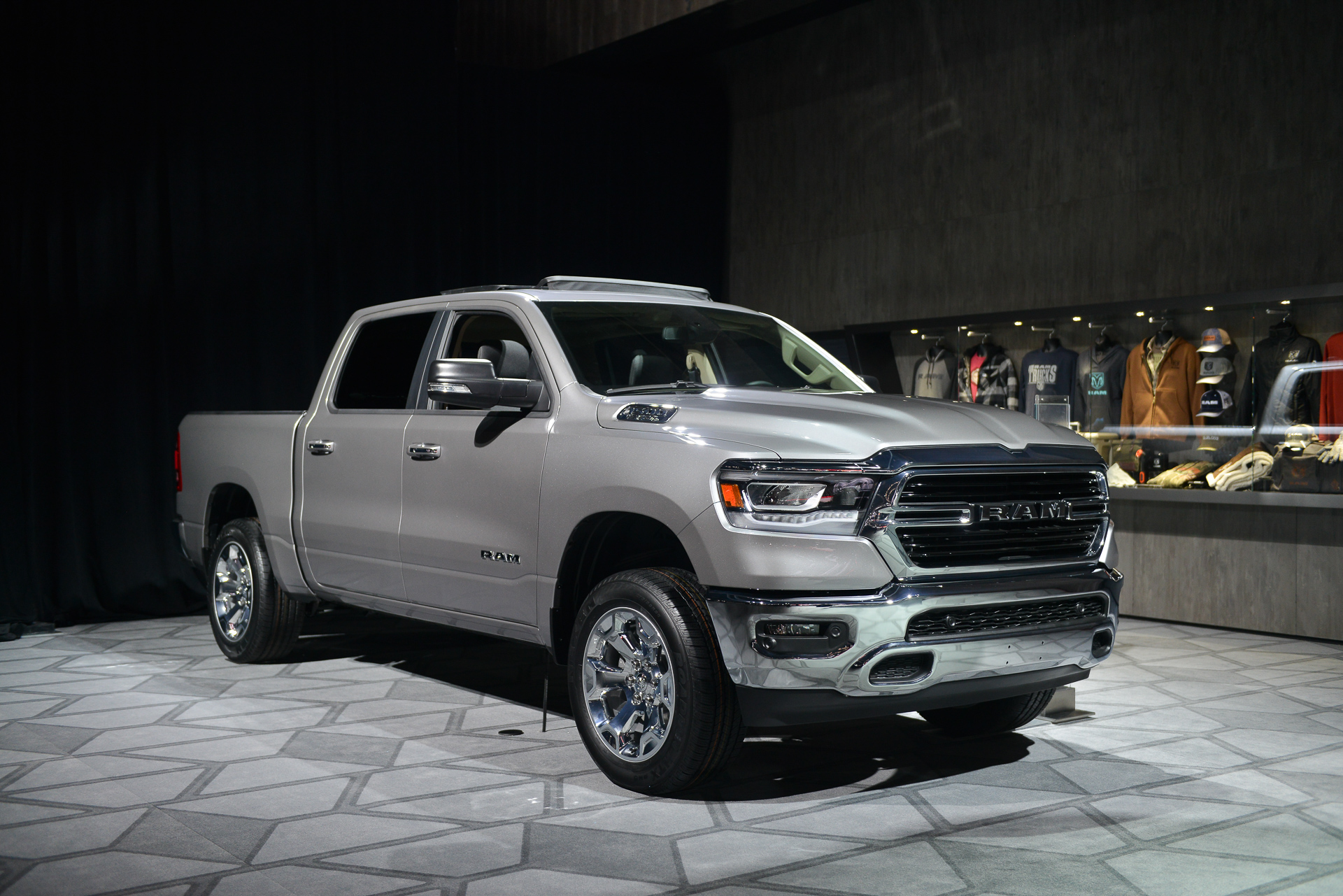 2019 Ram 1500 pickup has 48-volt 'mild hybrid' system for ...