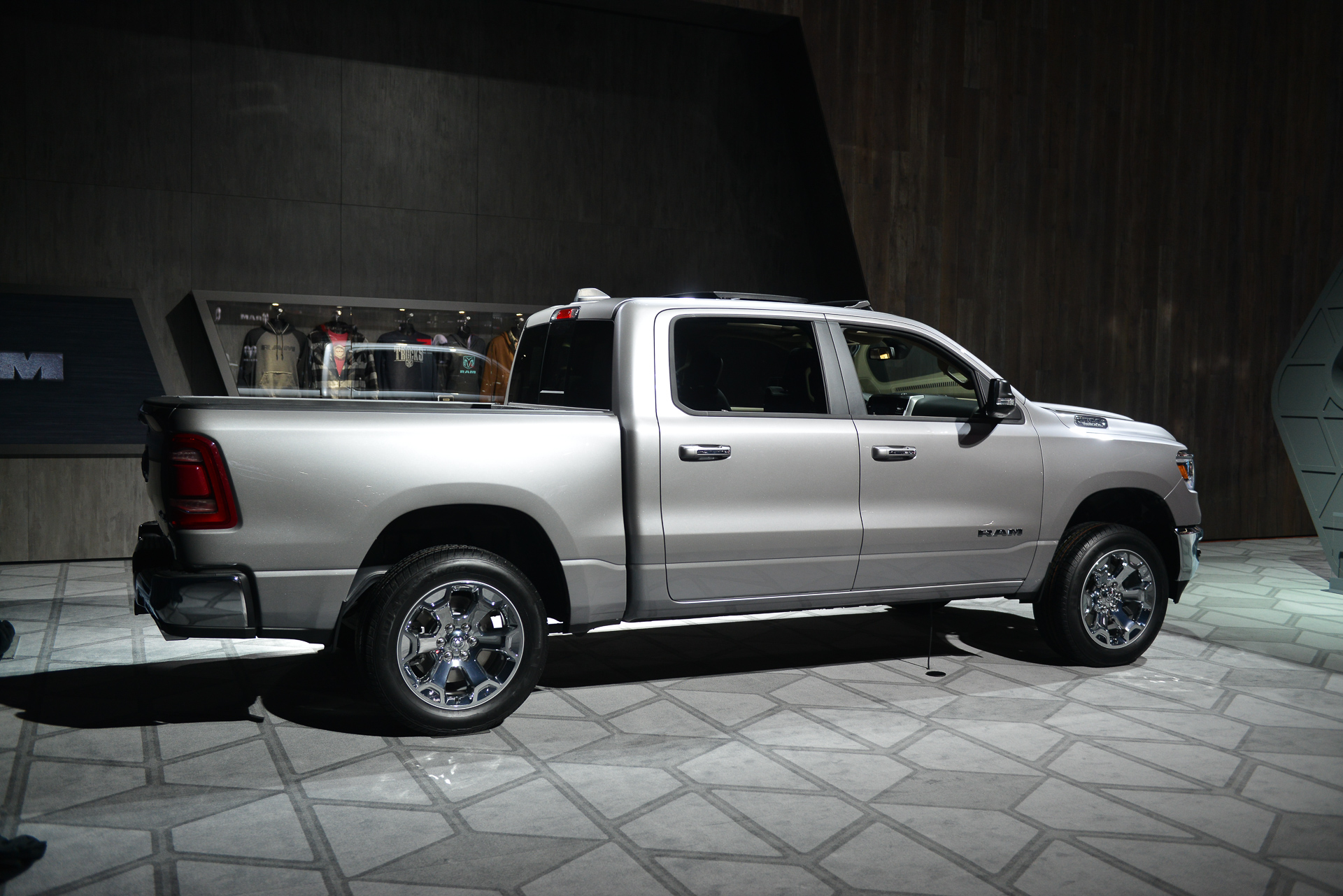 Nissan Columbus Ohio >> 2019 Ram 1500 revealed: Ram with a family plan for full-size pickup truck buyers