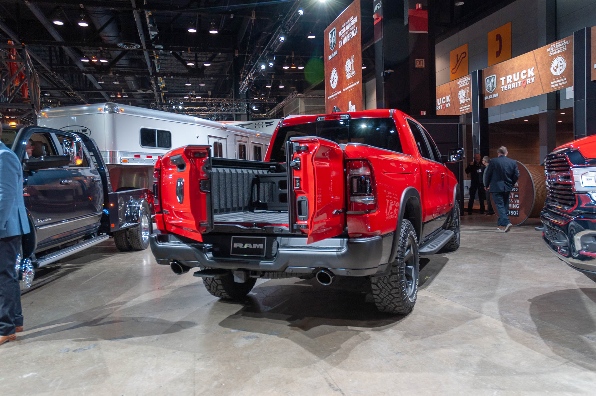 2019 Ram 1500 S New Split Tailgate Has The Angle For You