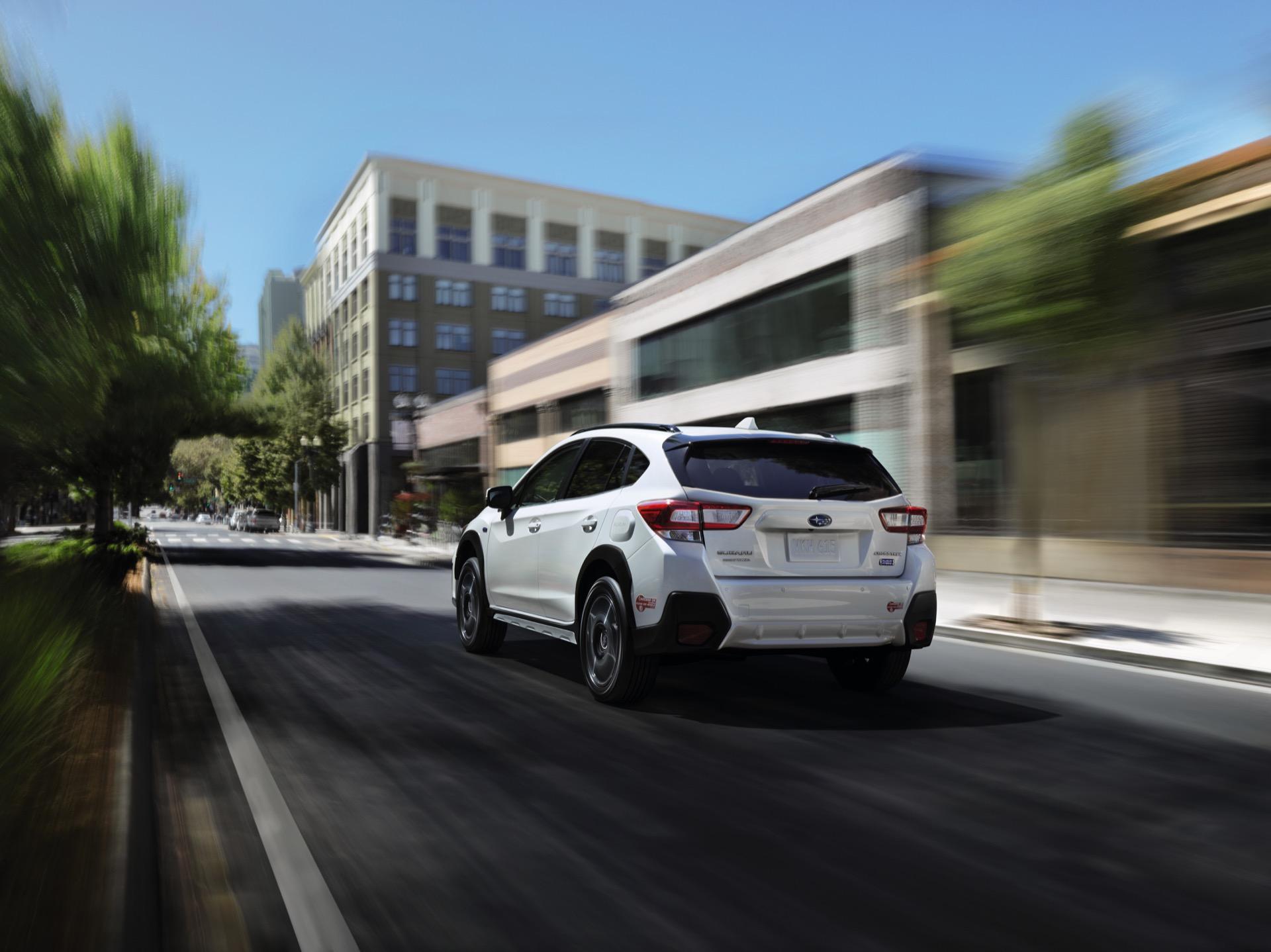 Highlander Hybrid mpg, E-Tron towing, EV emissions drop: Today's Car News
