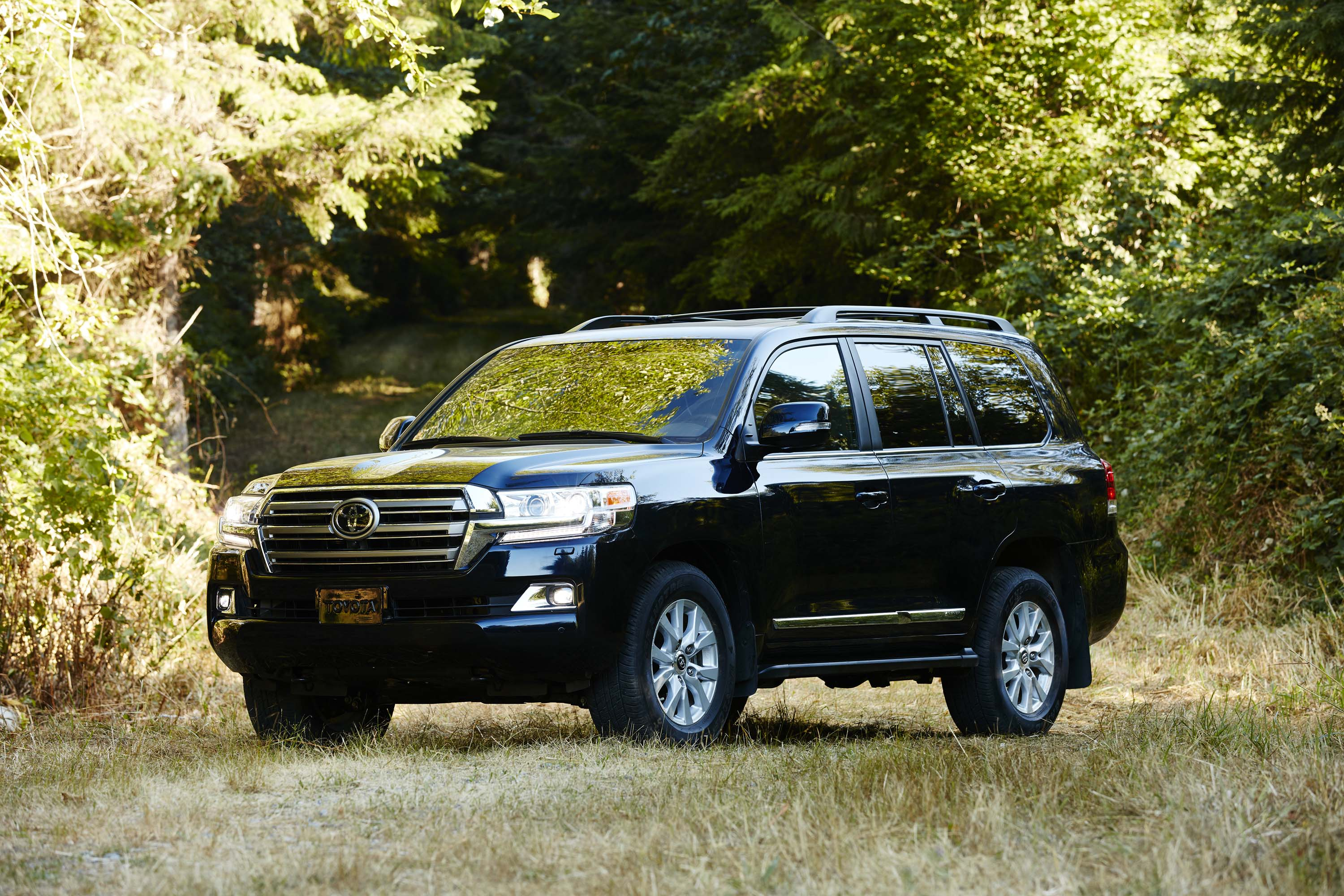 2019 toyota land cruiser review ratings specs prices and photos the car connection. Black Bedroom Furniture Sets. Home Design Ideas
