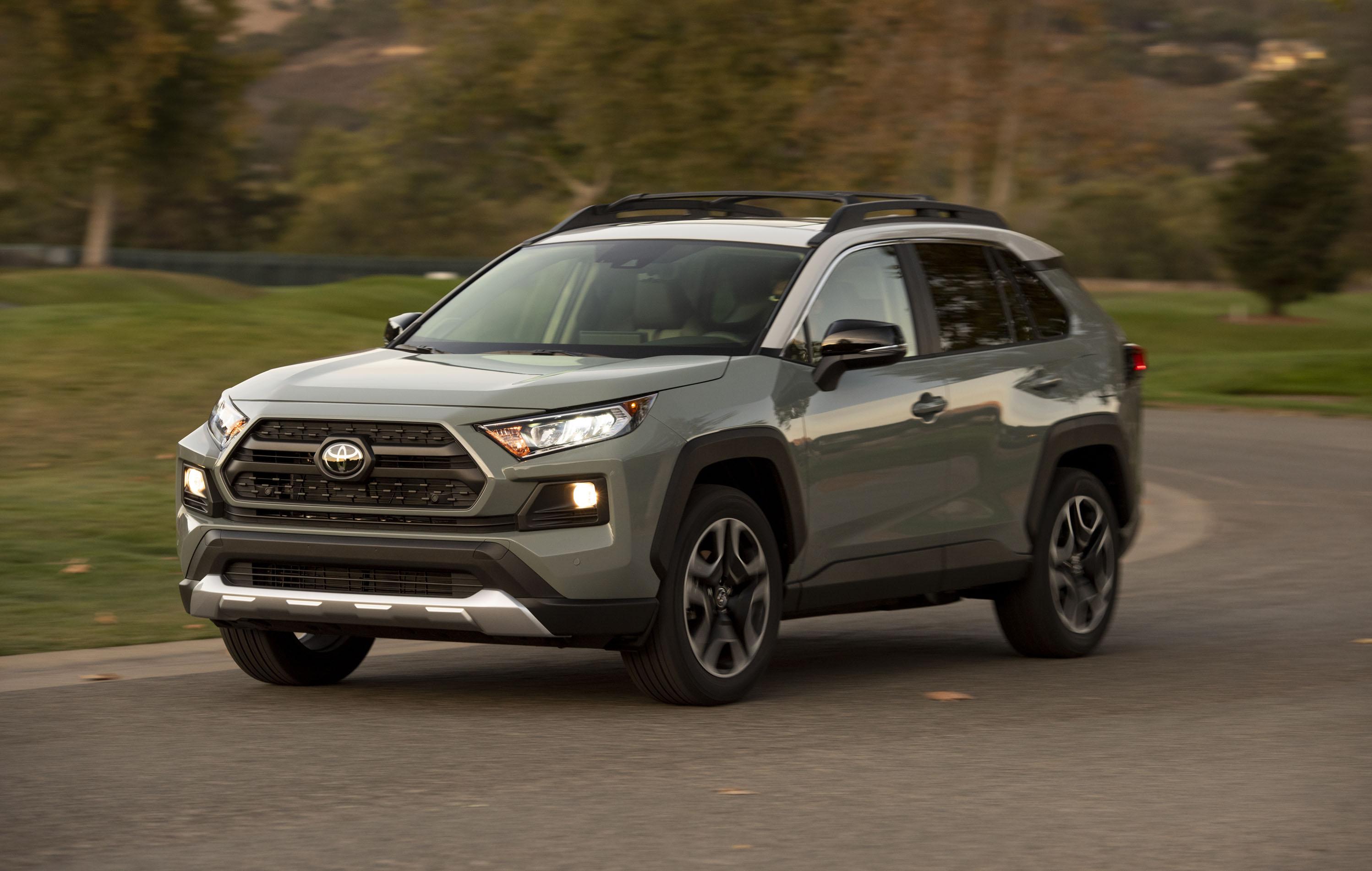 2019 Ford Escape Vs 2019 Toyota Rav4 Compare Crossovers