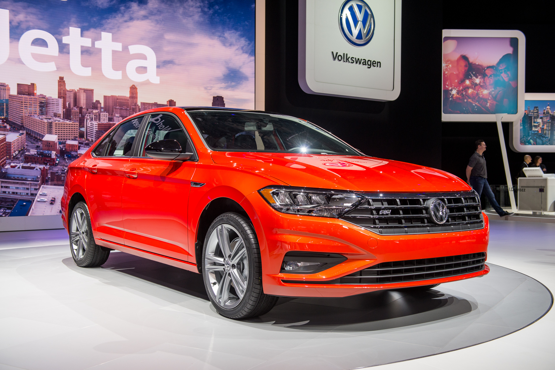 2019 volkswagen jetta revealed vw 39 s sedan hits the gym. Black Bedroom Furniture Sets. Home Design Ideas