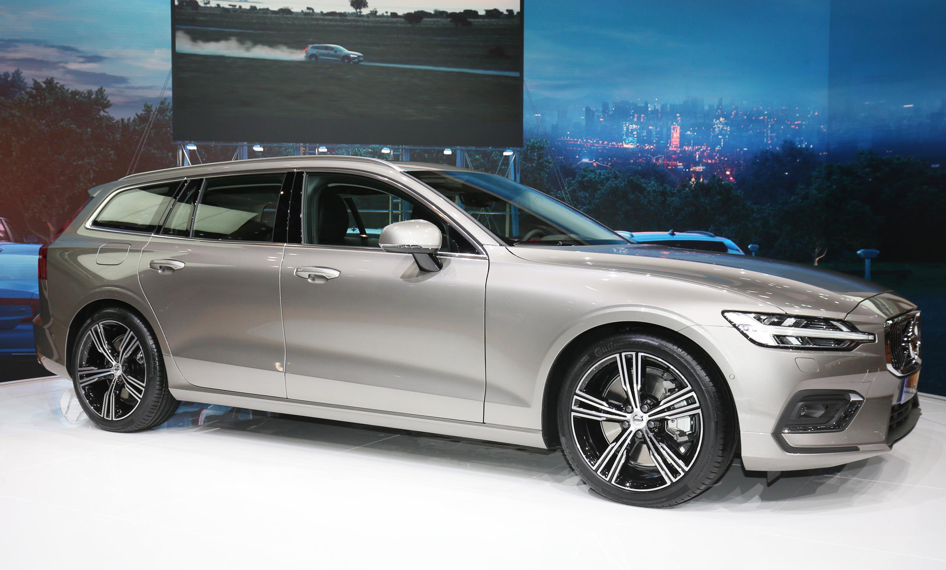 2019 Volvo V60 first look: Volvo hitches its wagon to its ...