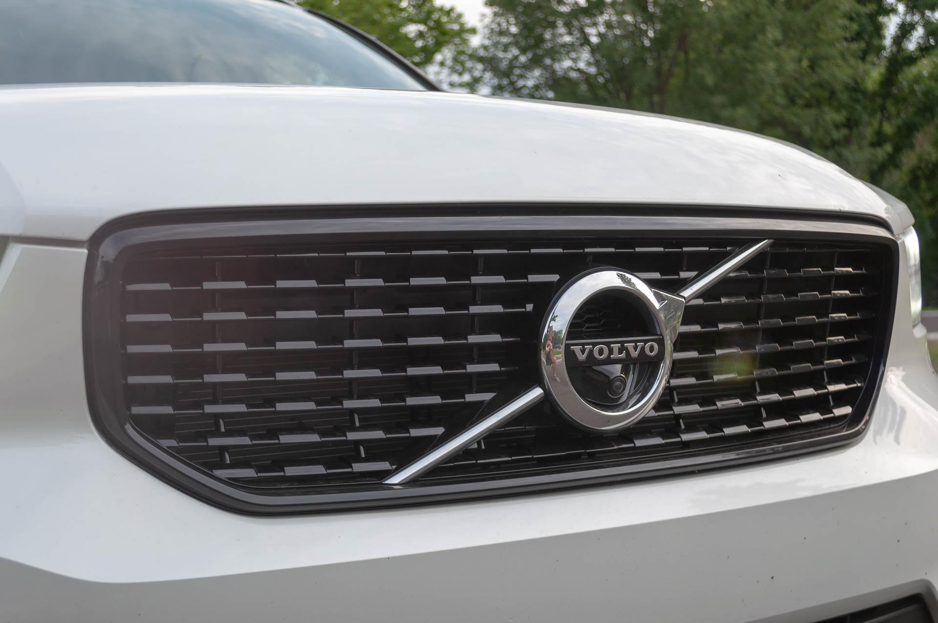 Volvo's bare LA auto show stand to hint at car-free future