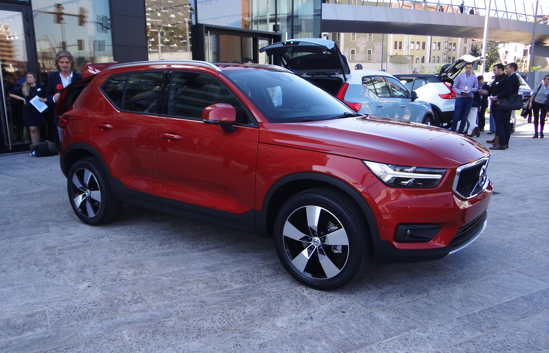 2019 volvo xc40 small suv to become brand 39 s first electric car. Black Bedroom Furniture Sets. Home Design Ideas