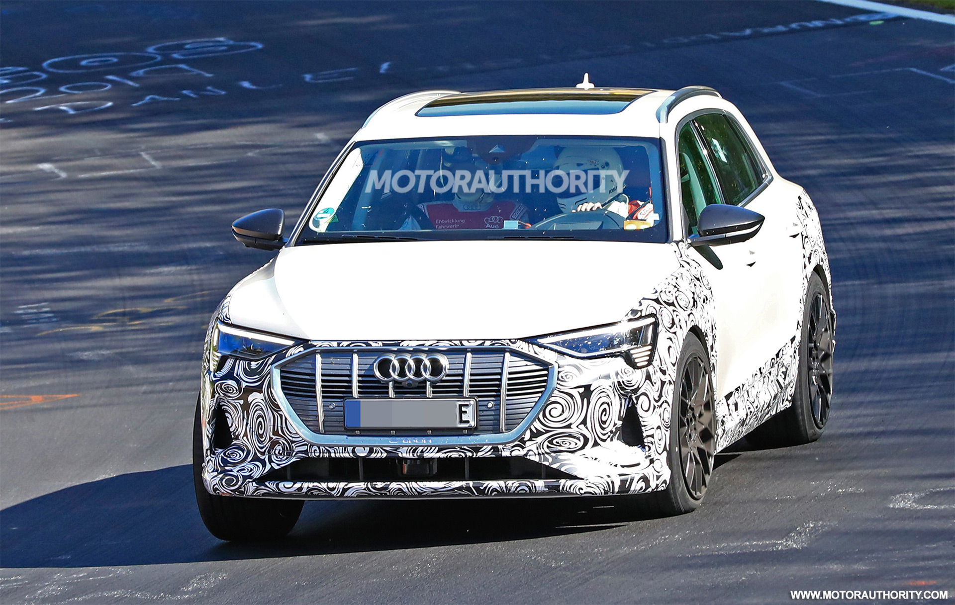 2018 [Audi] E-Tron Quattro - Page 7 2020-audi-e-tron-s-spy-shots--image-via-s-baldauf-sb-medien_100702340_h