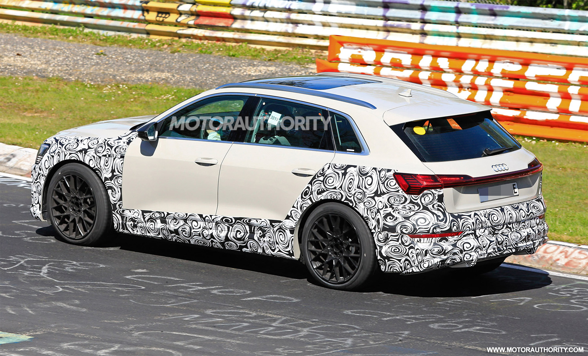 2018 [Audi] E-Tron Quattro - Page 7 2020-audi-e-tron-s-spy-shots--image-via-s-baldauf-sb-medien_100702344_h
