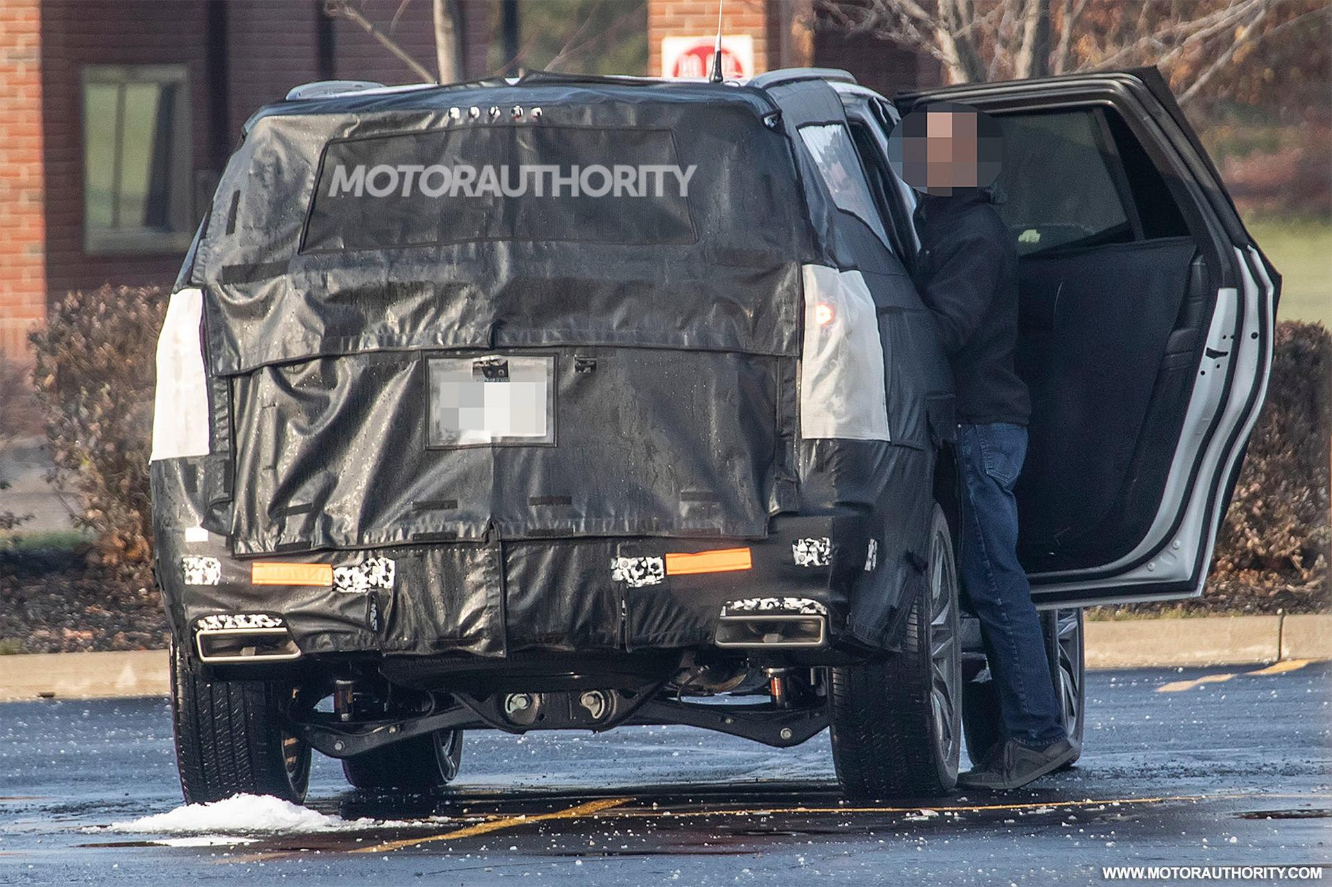 202 - [Cadillac] Escalade V 2020-cadillac-escalade-esv-spy-shots--image-via-s-baldauf-sb-medien_100684215_h